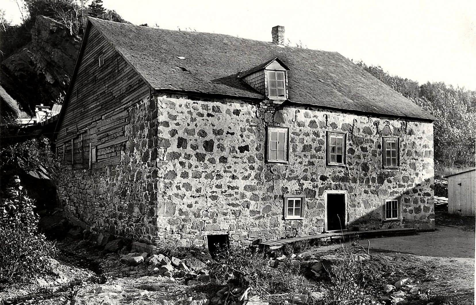 Bâti en 1823, le moulin à farine de L'Isle-Verte (photographié en 1925) a cessé ses opérations en 1940.