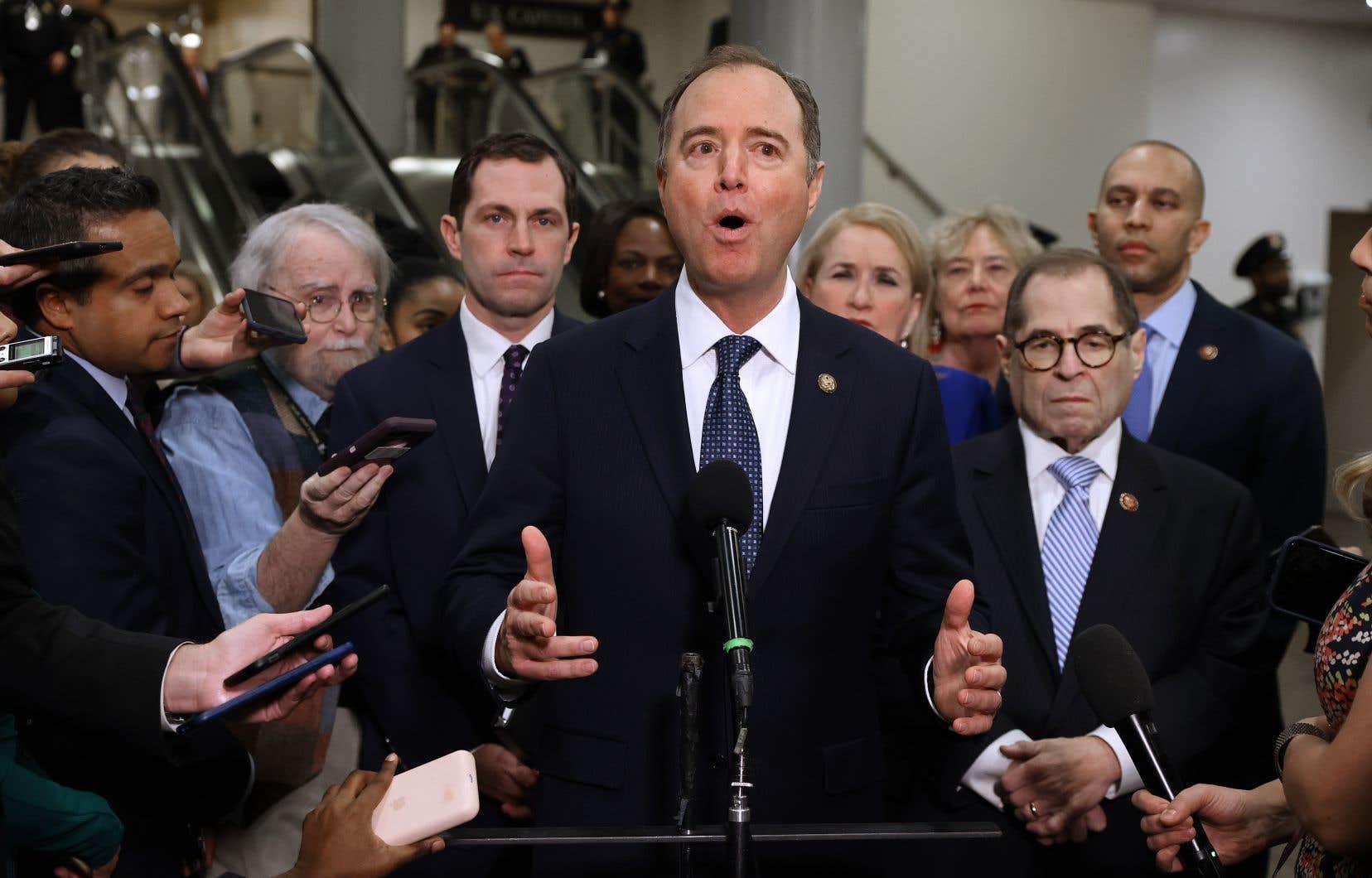 Adam Schiff en tête, l'équipe de procureurs démocrates a rencontré la presse, mercredi matin, avant d'entrer dans l'enceinte du Sénat pour porter les accusations d'abus de pouvoir et d'entrave au travail du Congrès contre les président Donald Trump.