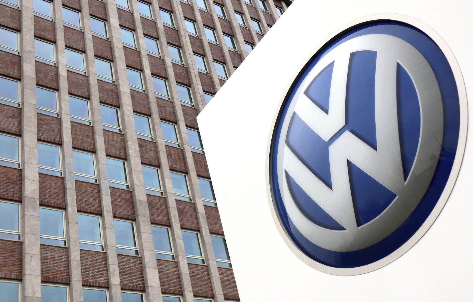 Cette amende s'ajoute aux près de 2,4milliards de dollars canadiens que Volkswagen avait précédemment accepté de payer au Canada pour indemniser les Canadiens ayant acheté des voitures non conformes aux normes canadiennes entre 2009 et 2016.