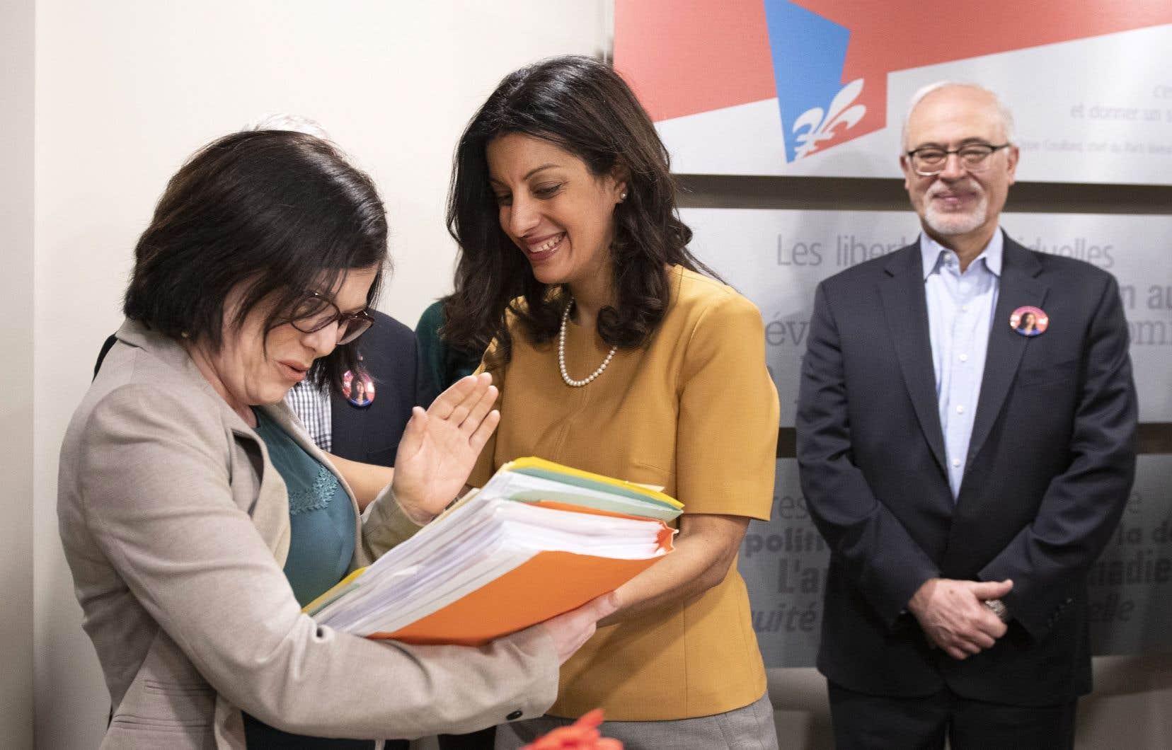 Dominique Anglade (au centre) au moment du dépôt officiel de son bulletin de mise en candidature