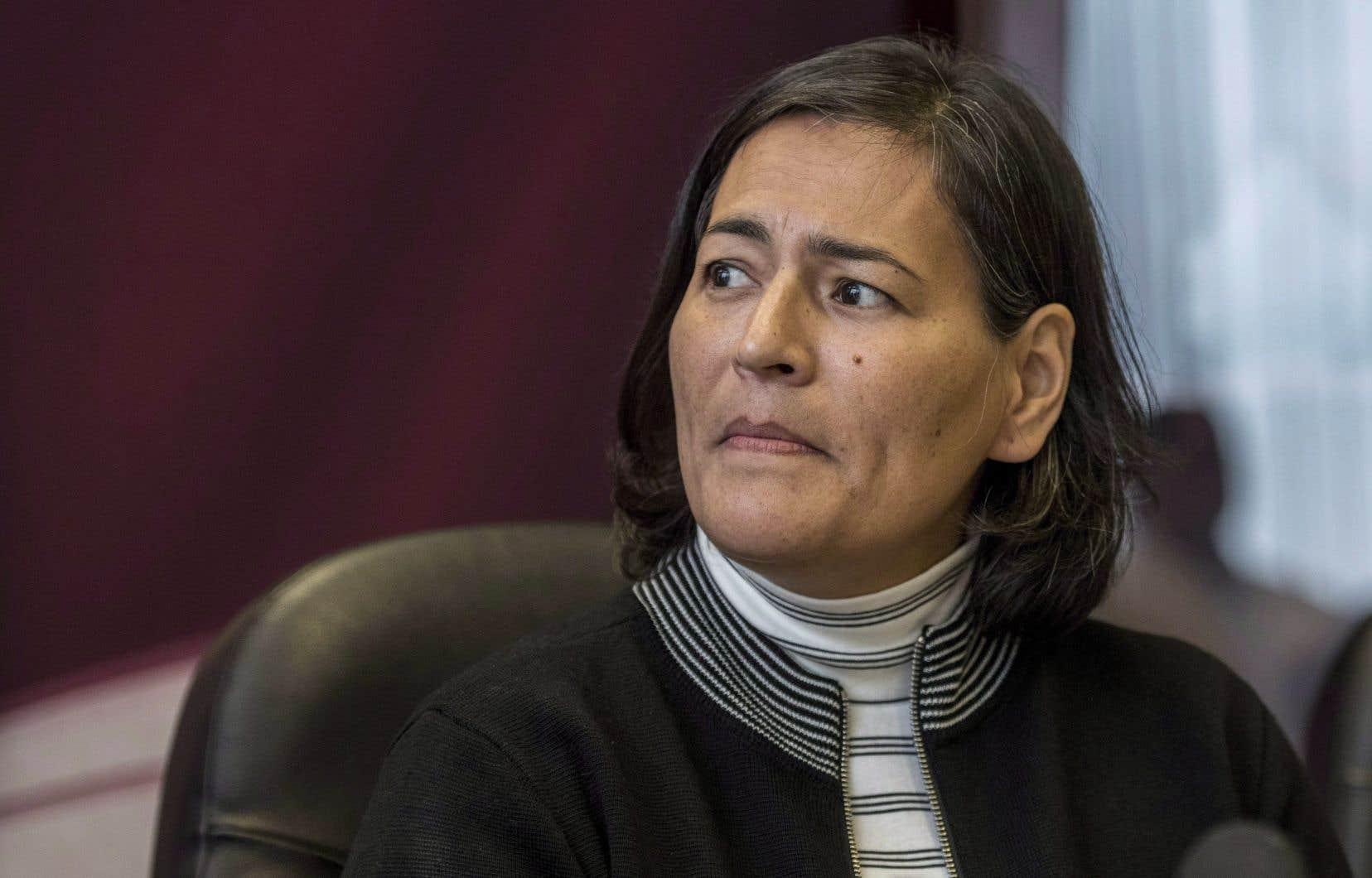L'ex-commissaire de l'Enquête nationale sur les femmes et les filles autochtones disparues et assassinées(ENFFADA) Michèle Audette.L'ENFFADA a recensé dans son rapport les histoires d'une quinzaine d'enfants et de bébés autochtones qui ont été déclarés — parfois à tort — morts ou disparus après avoir été envoyés dans des hôpitaux.