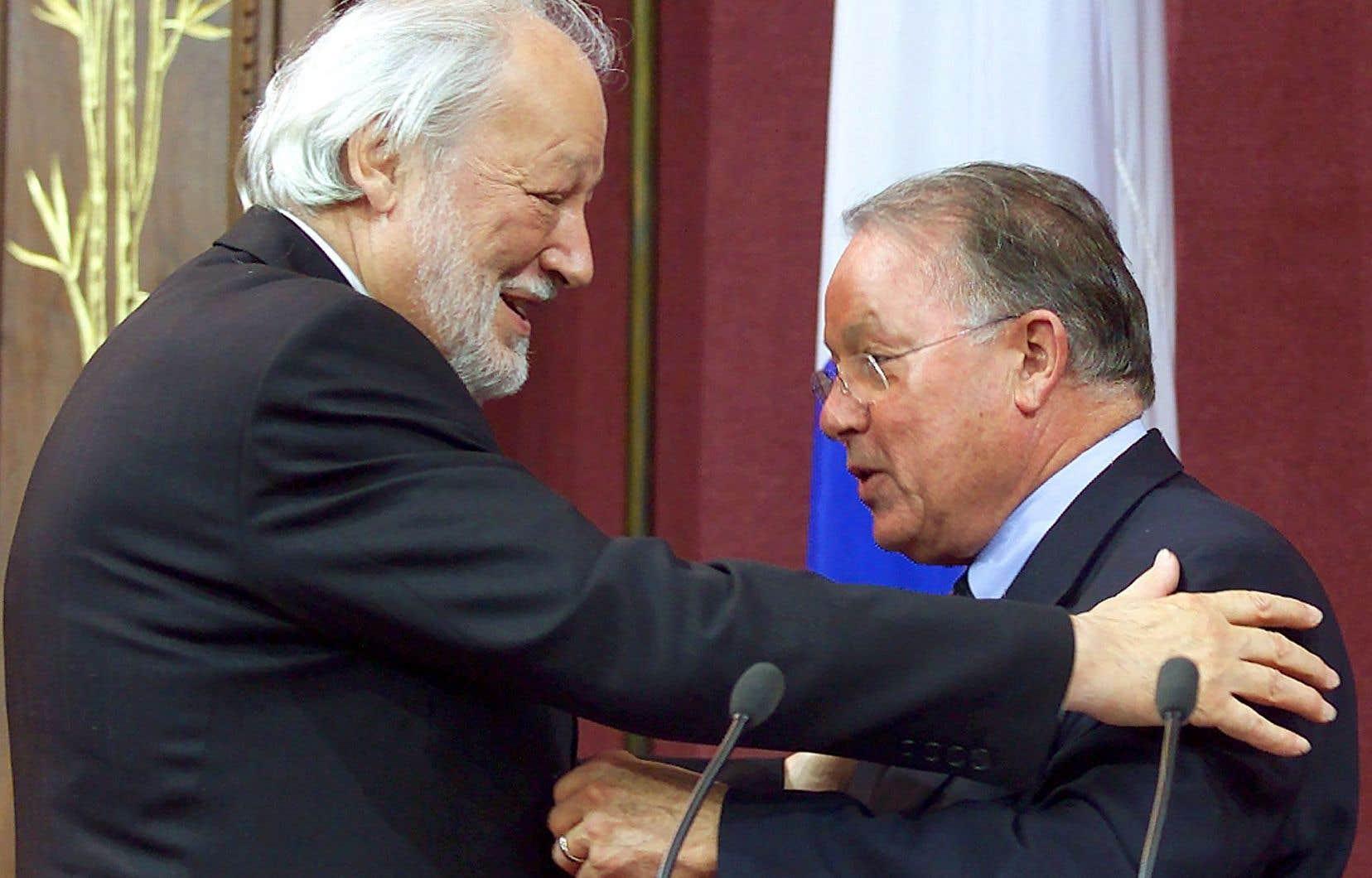 Fernand Daoust (à gauche) a été fait chevalier de l'Ordre national du Québec en 2001, à l'époque où Bernard Landry était premier ministre du Québec.