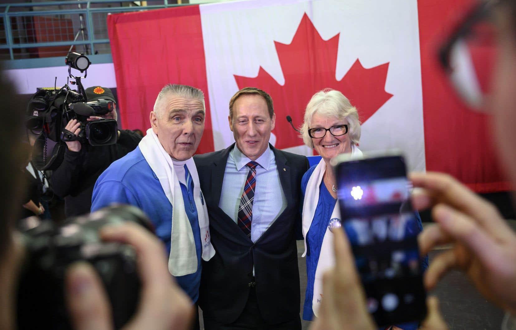 Peter MacKay a été député fédéral de Nouvelle-Écosse de 1997 à 2015. Il a été ministre des Affaires étrangères, de la Défense et de la Justice au sein des gouvernements de Stephen Harper, entre 2006 et 2015.
