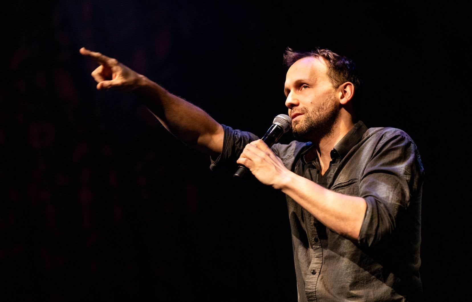 Le musicien et comédien Émile Proulx-Cloutier a lancé cette série de six spectacles «carte blanche», vendredi dernier à la Cinquième salle de la Place des Arts.