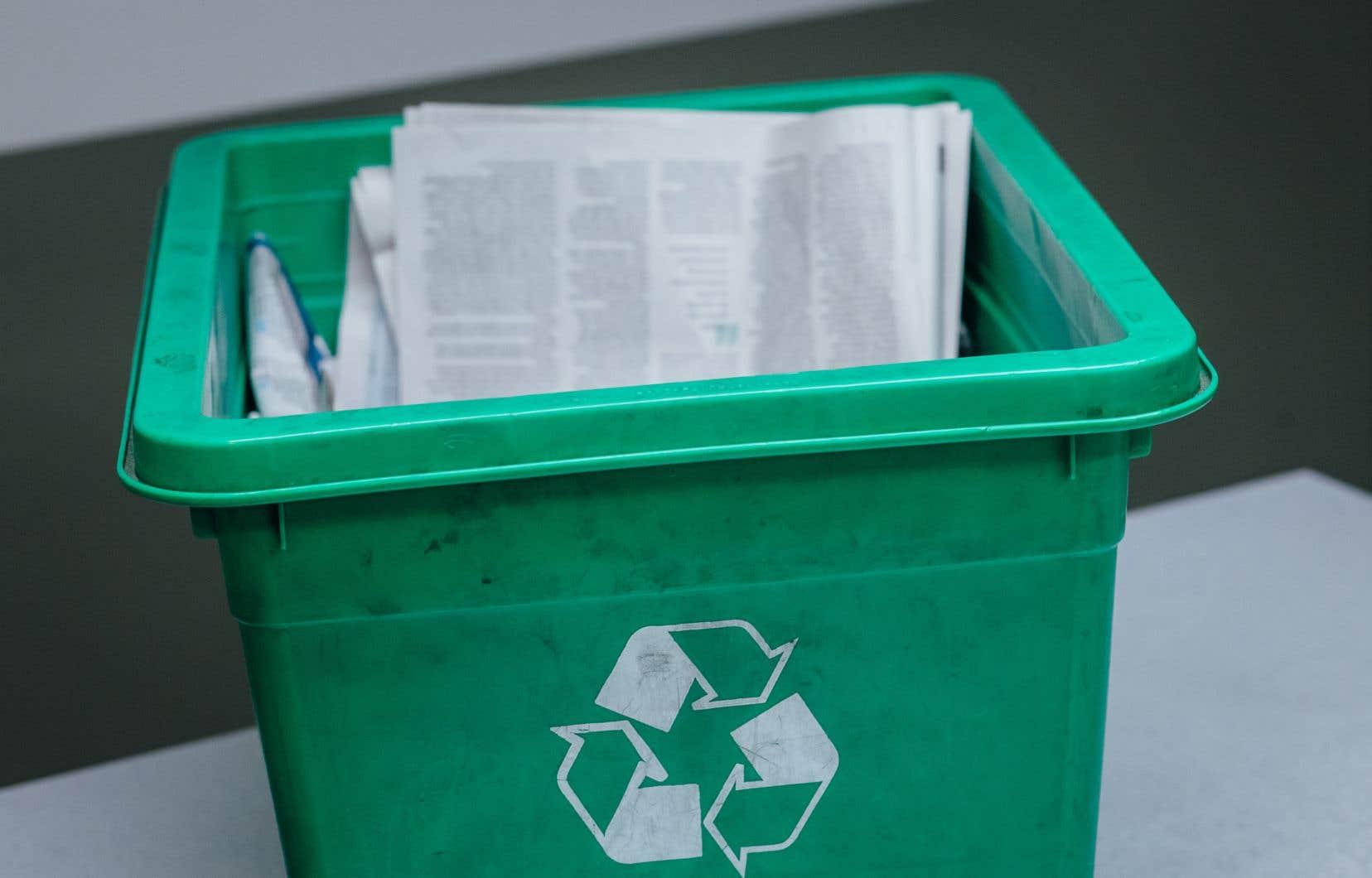 «Les recycleurs nord-américains sont en grande majorité des producteurs de carton, et il y a de moins en moins de recycleurs de papier», relèvent les auteurs.