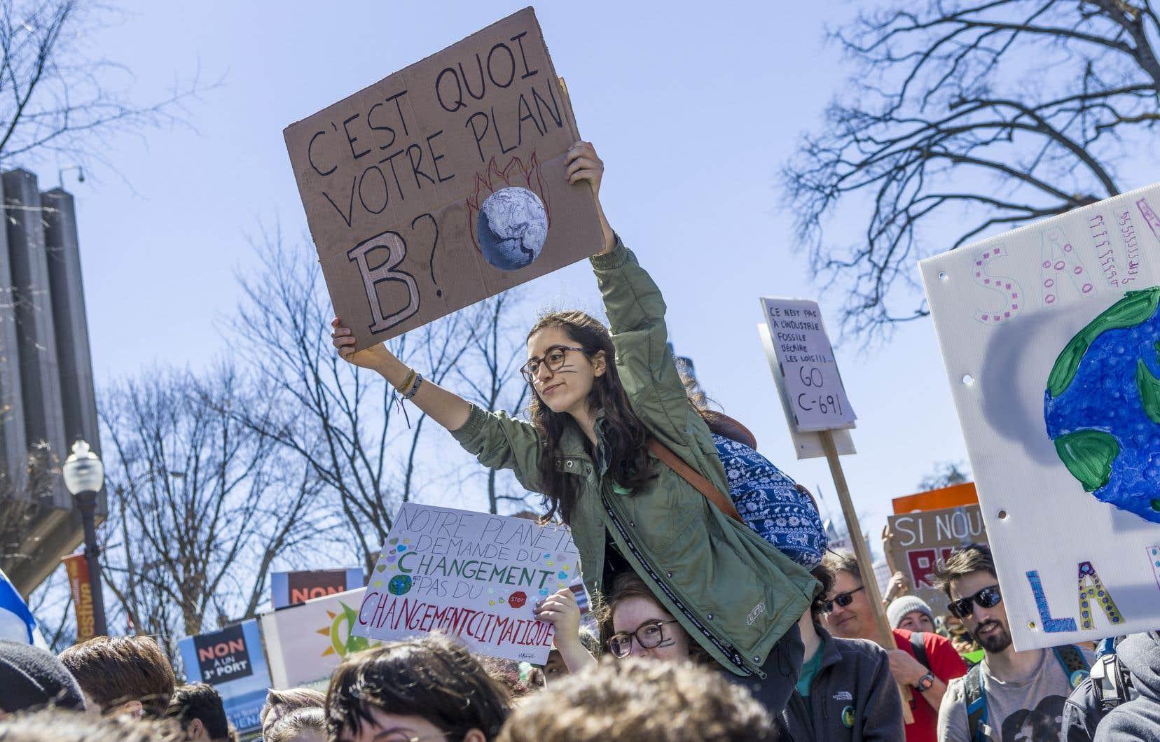 «Si le gouvernement prend au sérieux la crise climatique, il doit inscrire dans la loi ce que la science exige: une réduction d'au moins 50% de nos émissions d'ici 2030 et la carboneutralité en 2050», écrit Dominic Champagne.