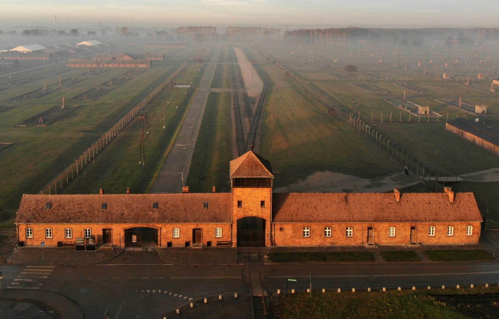 Le camp de concentration d'Auschwitz symbolise le génocide orchestré par le régime nazi.