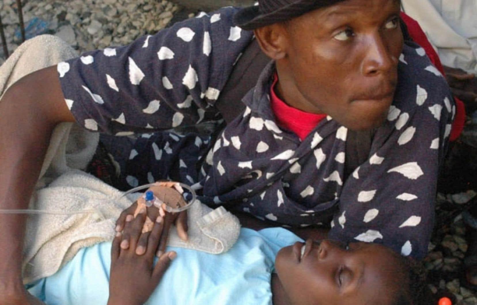 Près de 17 000 personnes ont été hospitalisées depuis le début de l'épidémie.<br /> <br />