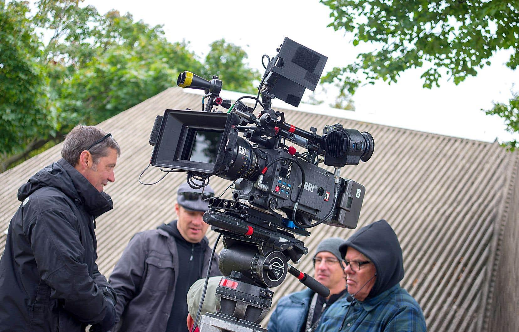 L'Association québécoise de la production médiatique juge essentielle «à la survie de l'industrie» la contribution des entreprises de télécommunication à un fonds pour la production de contenu canadien.