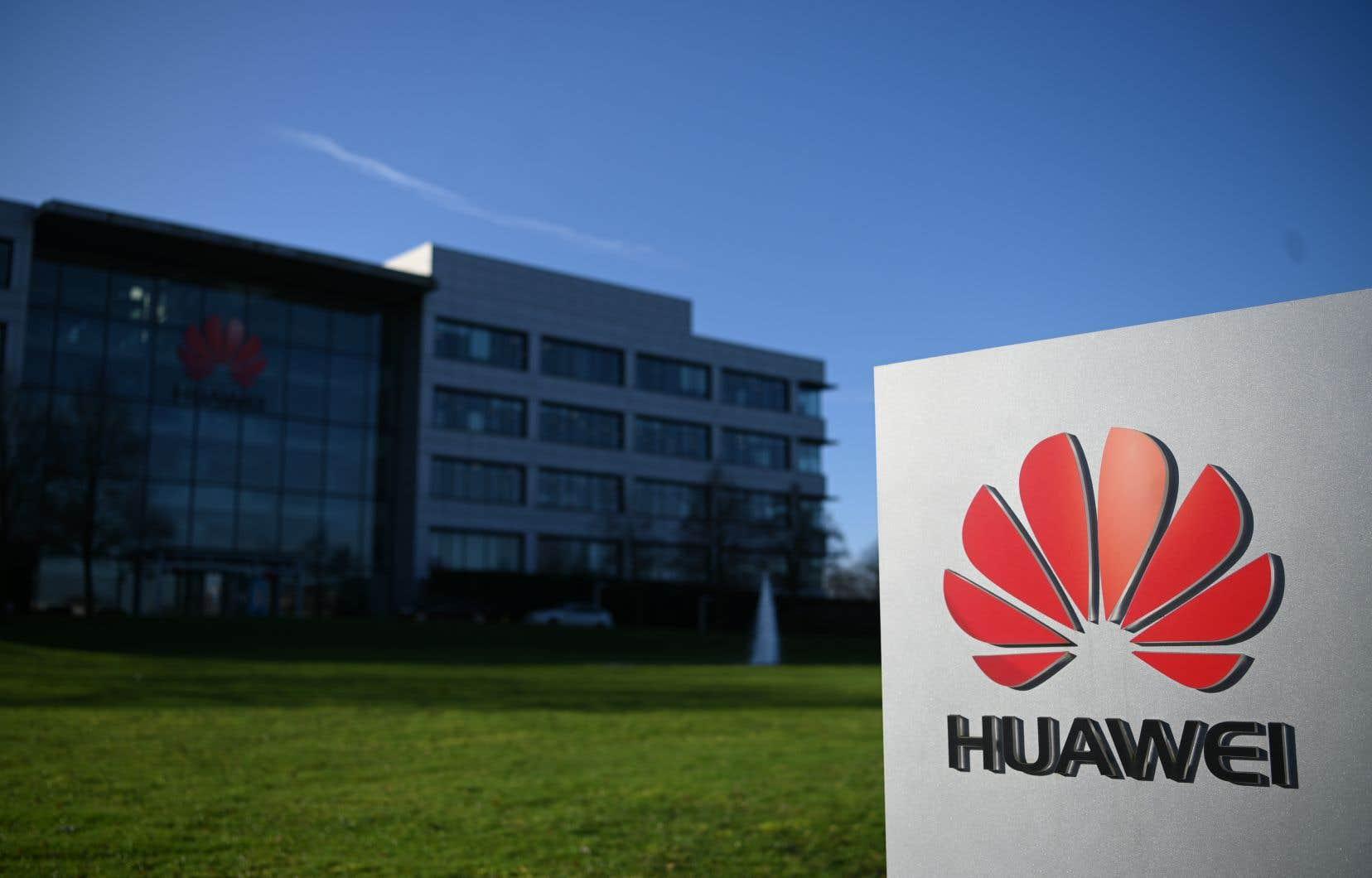 Huawei s'est aussitôt dit «rassuré par la confirmation du gouvernement britannique que nous pouvons continuer à travailler avec nos clients afin de poursuivre le déploiement de la 5G».
