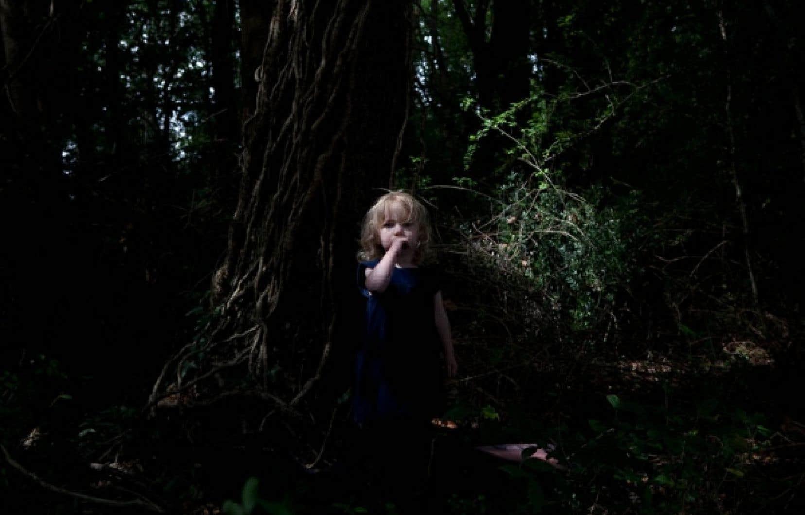 Née à Strasbourg en 1978, la photographe Catherine Pachowski joue avec la notion de vrai et de faux, tout en se passionnant, dans l'ensemble de son travail, pour les arbres. Le conteur Fred Pellerin l'a rencontrée à Paris.