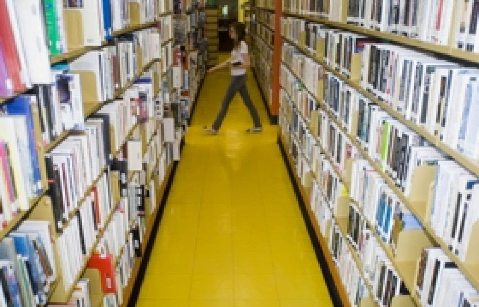 Les tarifs d'accès aux bibliothèques pour les non-résidants des villes de taille moyenne varient considérablement d'un endroit à l'autre. Si certaines demandent une contribution presque symbolique, d'autres réclament jusqu'à 200 $ pour u