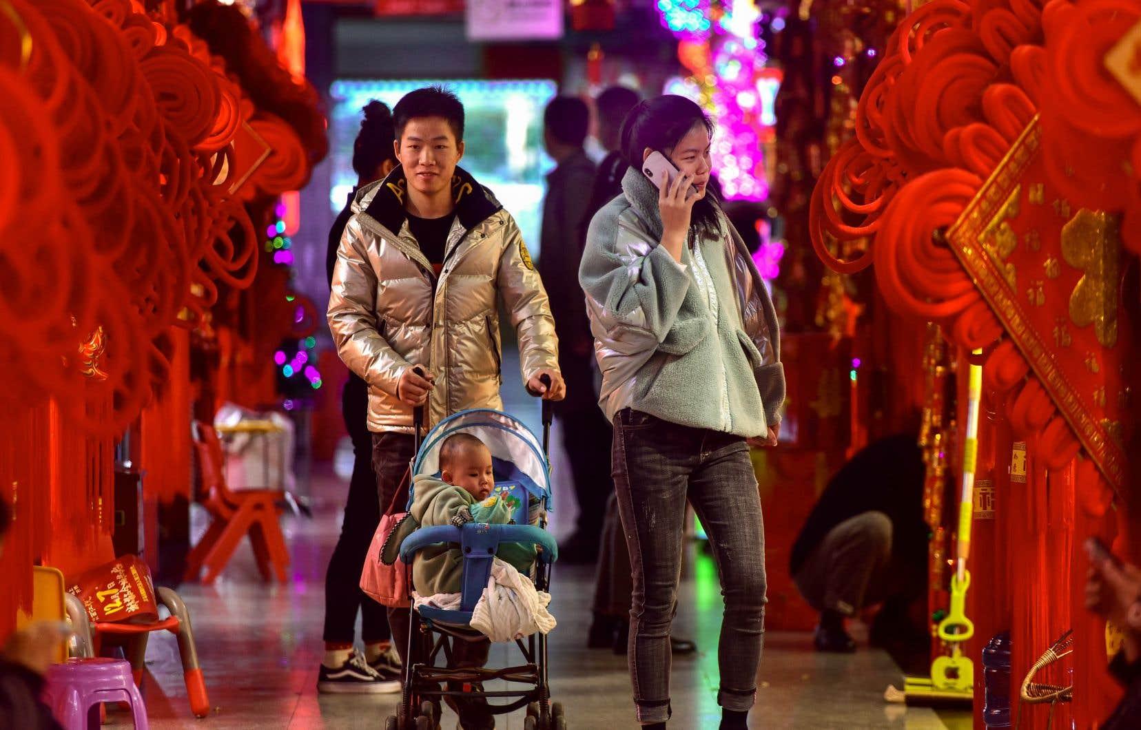 La Chine d'aujourd'hui est bien différente de celle d'il y a 20ans avec sa main-d'œuvre bon marché abondante. Depuis, la Chine a gravi les échelons en s'imposant pour se rapprocher des standards occidentaux.