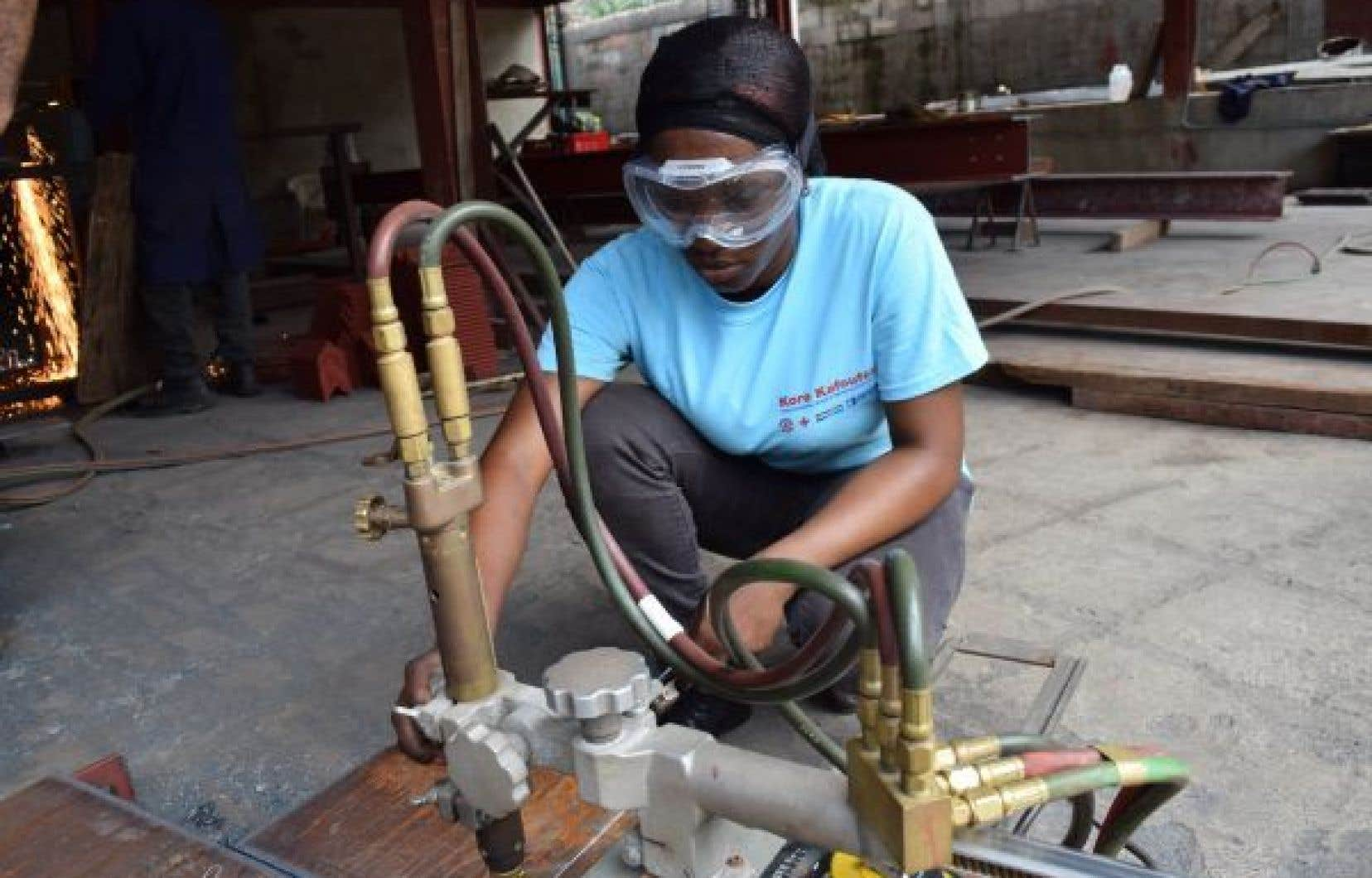 Le programme de formation du CECI vient bousculer les mentalités en Haïti en brisant l'idée que certains métiers sont strictement réservés aux hommes.