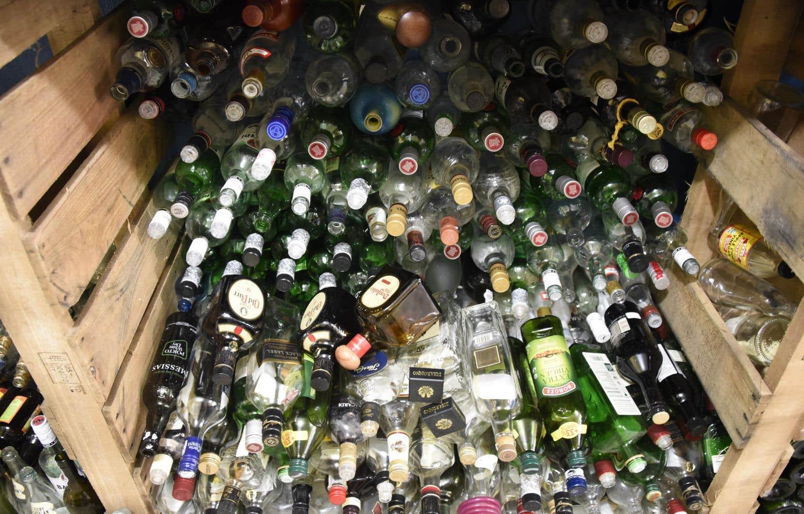 Tous les «contenants de boisson prête à boire de 100 millilitres à 2 litres en plastique, en verre ou en métal» seront frappés d'une consigne d'ici fin 2022.