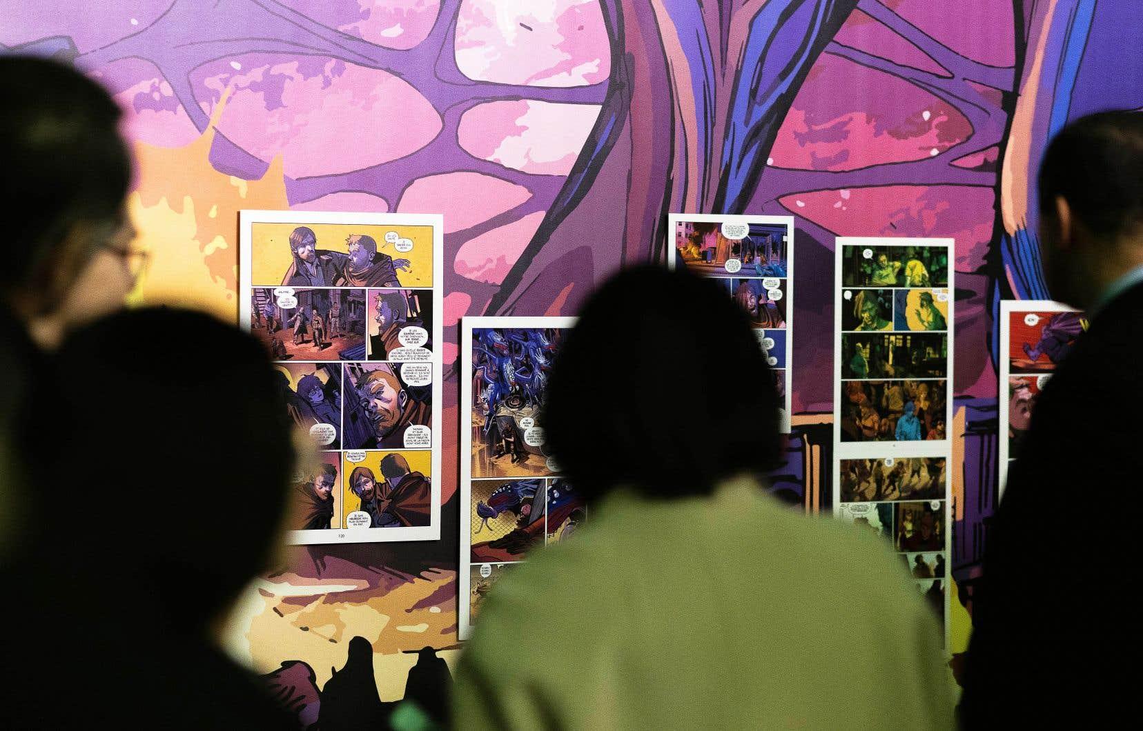 Des visiteurs observaient jeudi des planches de l'exposition «Robert Kirkman, Walking Dead et autres mondes pop», présentée dans le cadre de la 47e édition du Festival d'Angoulême. L'événement a marqué le coup d'envoi de l'année de la bande dessinée.