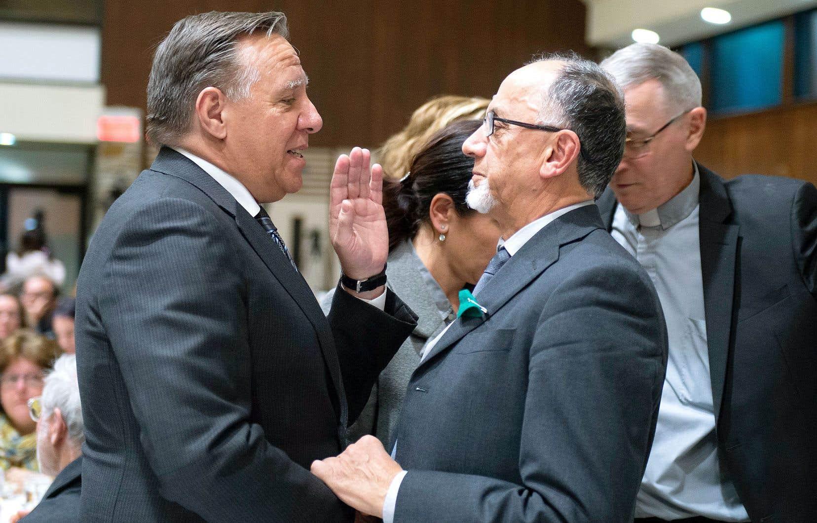 Le premier ministre François Legault a discuté avec le président du Centre culturel islamique de Québec, Boufeldja Benabdallah, mercredi, à l'occasion de la commémoration de l'attentat de la Grande Mosquée de Québec survenue en 2017.