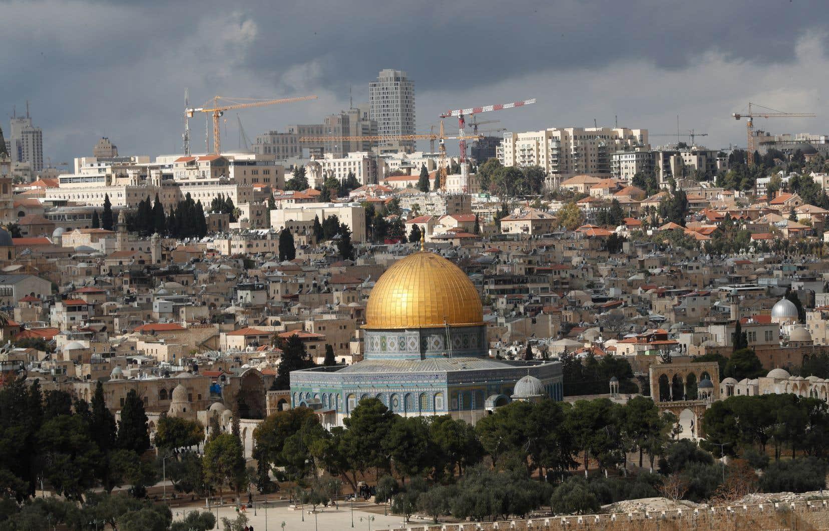 Rejeté en bloc par les Palestiniens, le plan américain présente plusieurs points sensibles, le premier étant l'annexion par l'État hébreu de colonies israéliennes et le second l'établissement de Jérusalem (notre photo) comme «capitale indivisible d'Israël».
