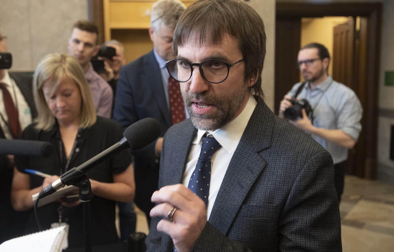 Selon le ministre Steven Guilbeault une «confusion» aurait été créée par des «gens qui ont très mal compris ce qui est dans le rapport Yale» sur l'avenir des communications au Canada.