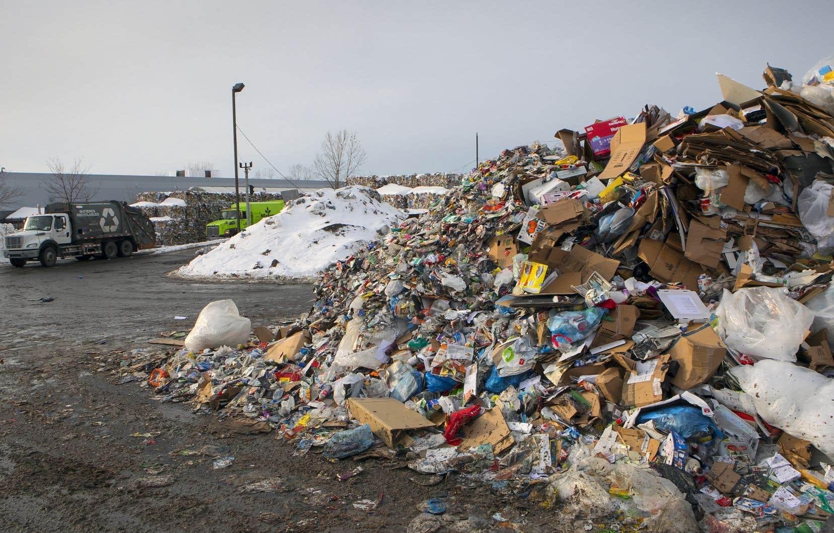 En mai 2018, Montréal avait consenti 29millions de dollars à TIRU pour maintenir le centre de tri de Saint-Michel (sur la photo).