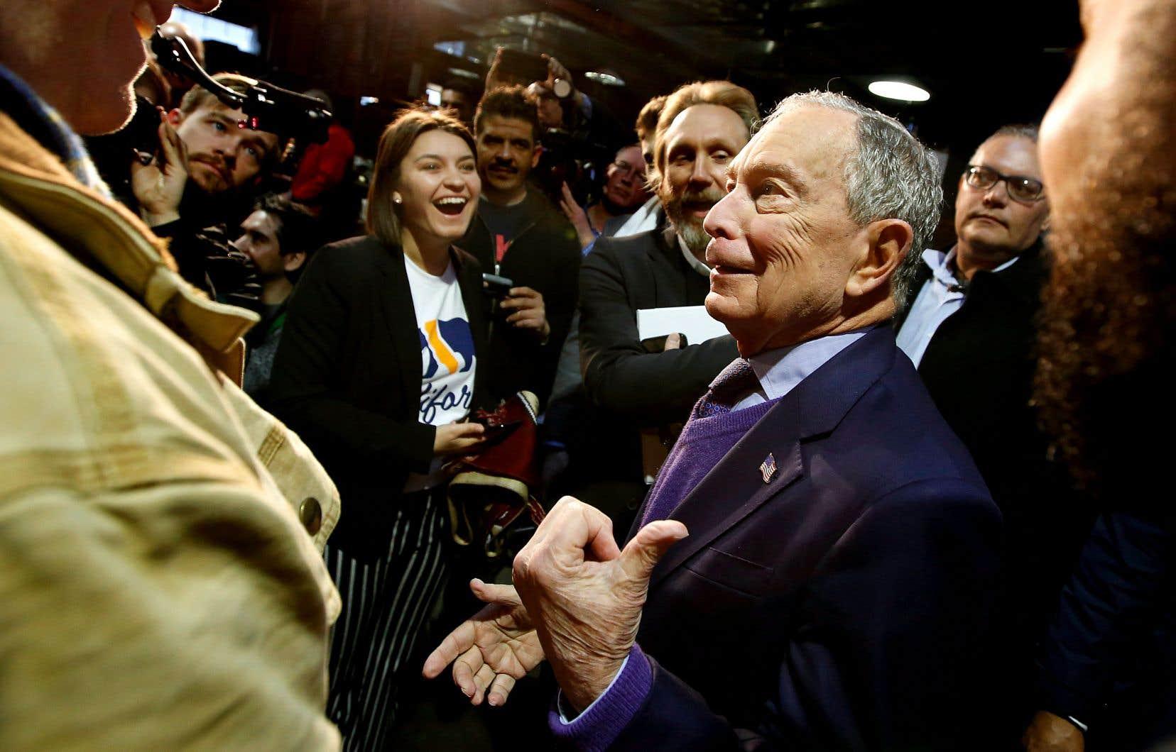Pendant que ses adversaires démocrates se disputent les faveurs de l'Iowa, lundi, Michael Bloomberg faisait campagne à Sacramento, en Californie.