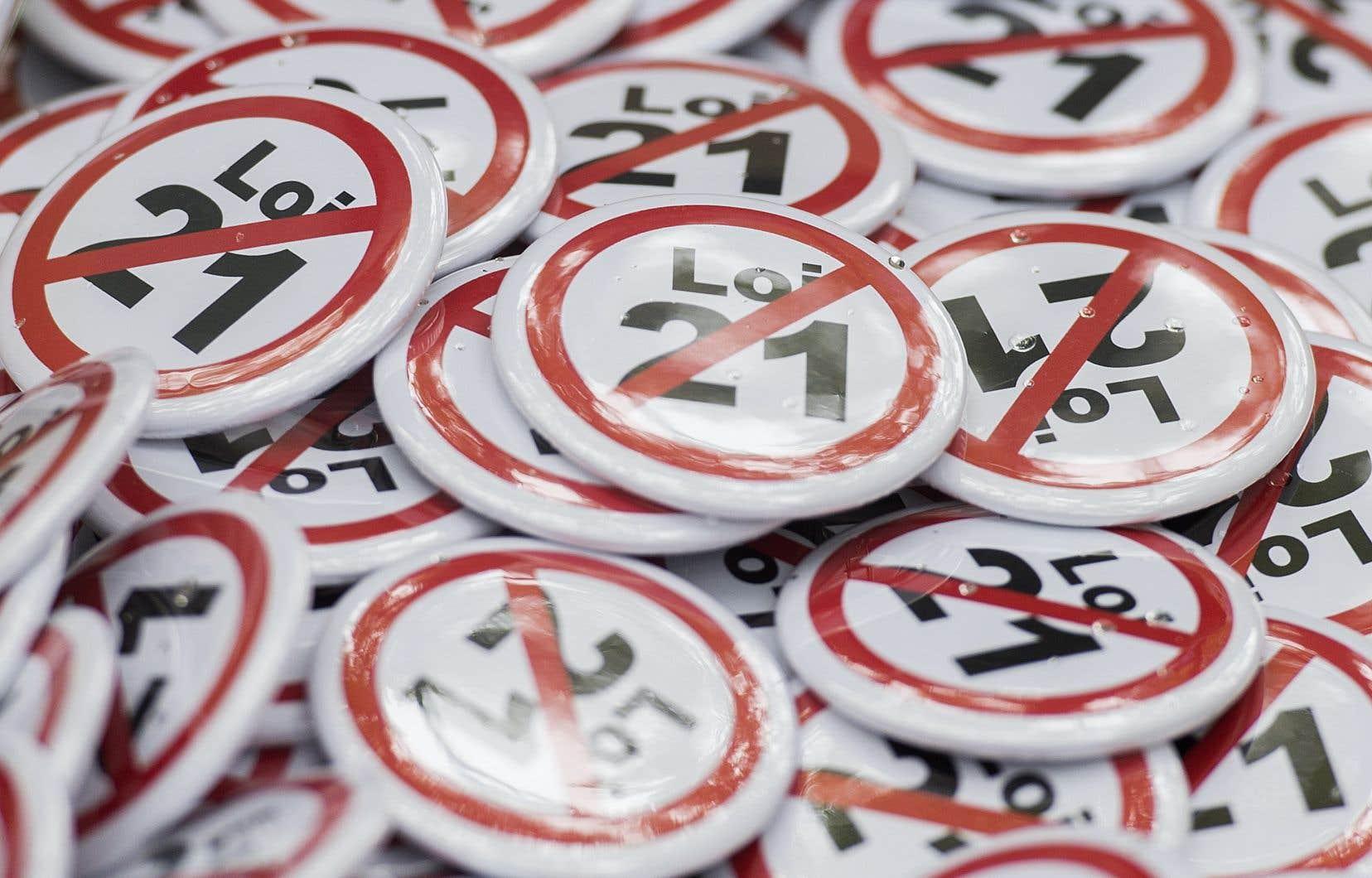 La Commission scolaire English-Montréalsoutient notamment que la loi 21 contrevient à l'égalité des sexes, car elle cible principalement les femmes musulmanes.