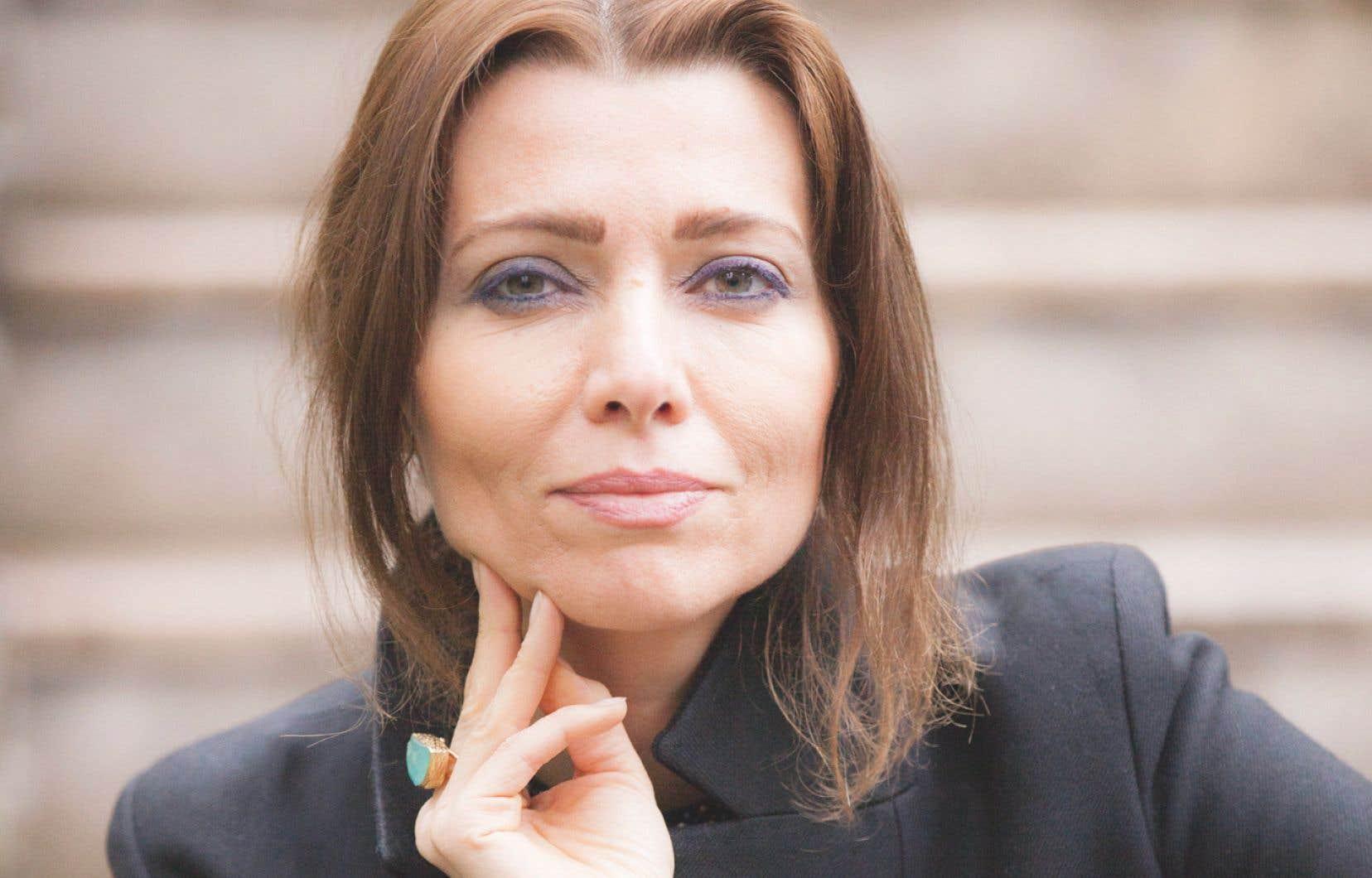 Elif Shafak donne ici la parole aux sans-voix et aux marginaux.
