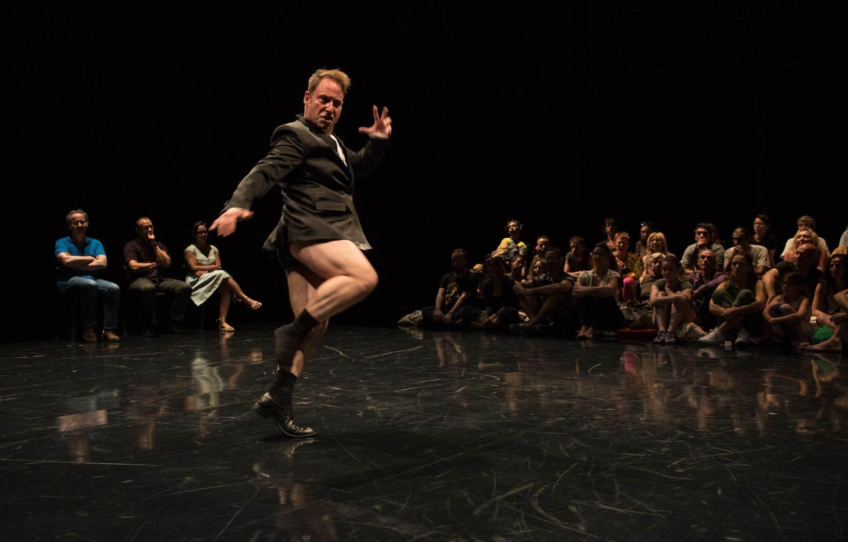 Le chorégraphe français Olivier Dubois dans la pièce «Pour sortir au jour»