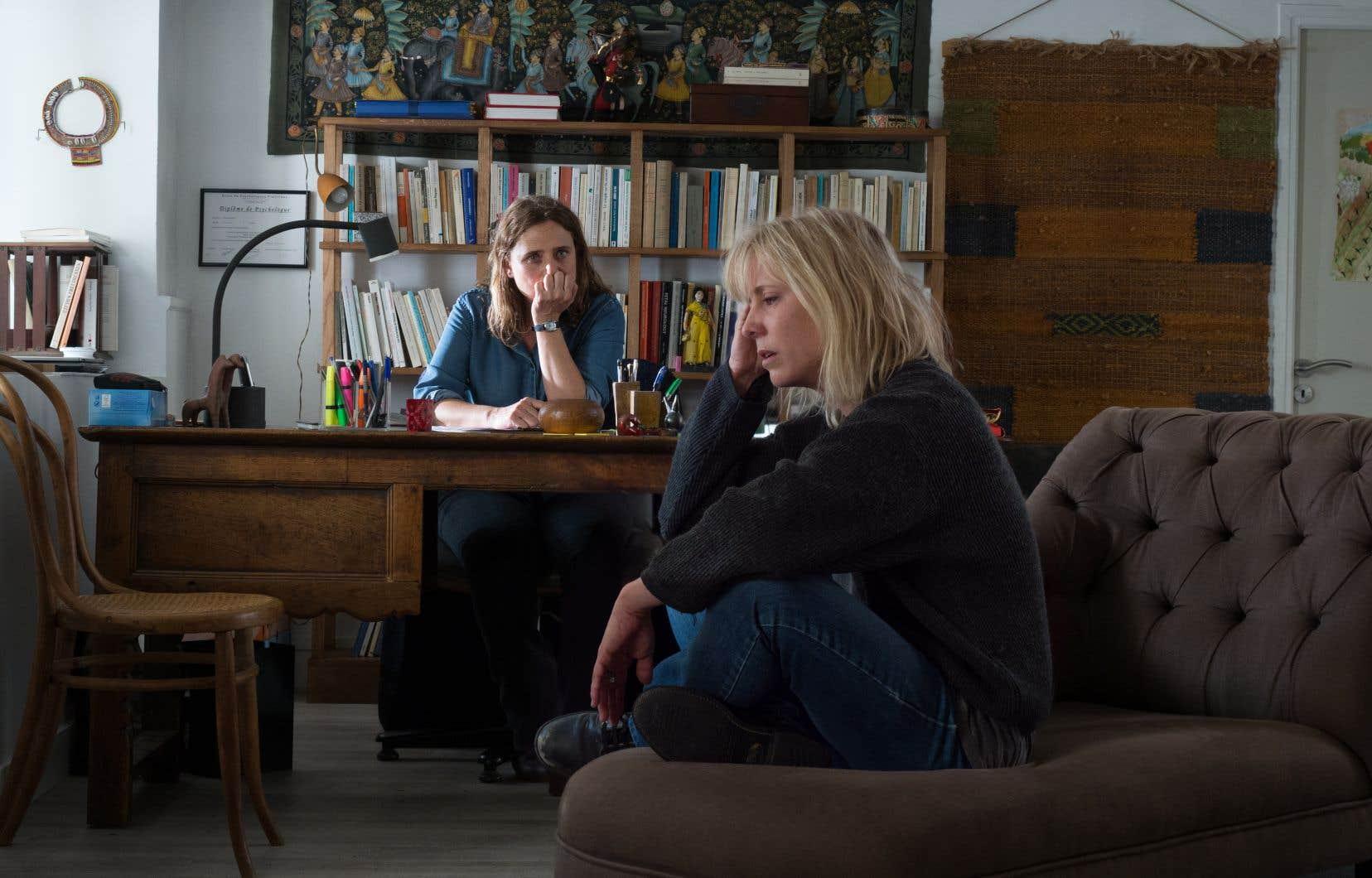 Tout s'emboîte d'une manière plutôt classique lorsqu'Odette (Andréa Bescond) débarque  en trombe  dans le  bureau d'une psychologue (Carole Franck), lui balançant tout ce qu'elle s'empêche  de dire depuis des années.