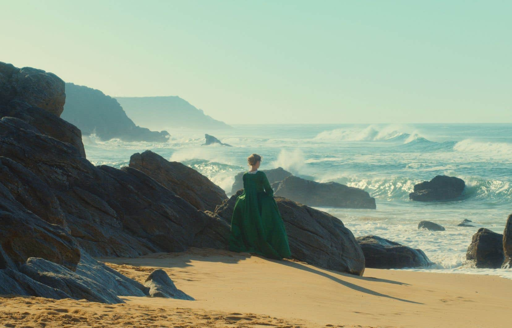 Tourner à Quiberon dans le Morbihan, côte sauvage de la Bretagne française, conférait un côté romantique au film. La nature y est à la fois hostile et désirable, en appel de liberté.