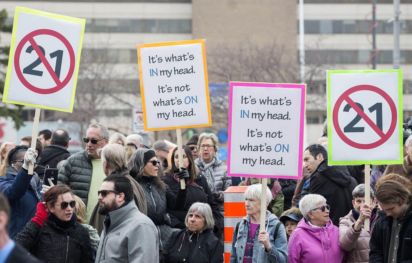 Tout citoyen a le droit de contester une loi qu'il juge injuste. On peut être d'accord ou pas avec sa cause, mais c'est un droit en démocratie.