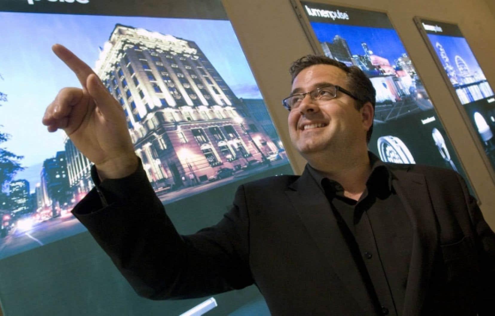 François-Xavier Souvay a débuté dans le milieu de l'éclairage aux côtés de son père alors qu'il étudiait à HEC Montréal.<br />