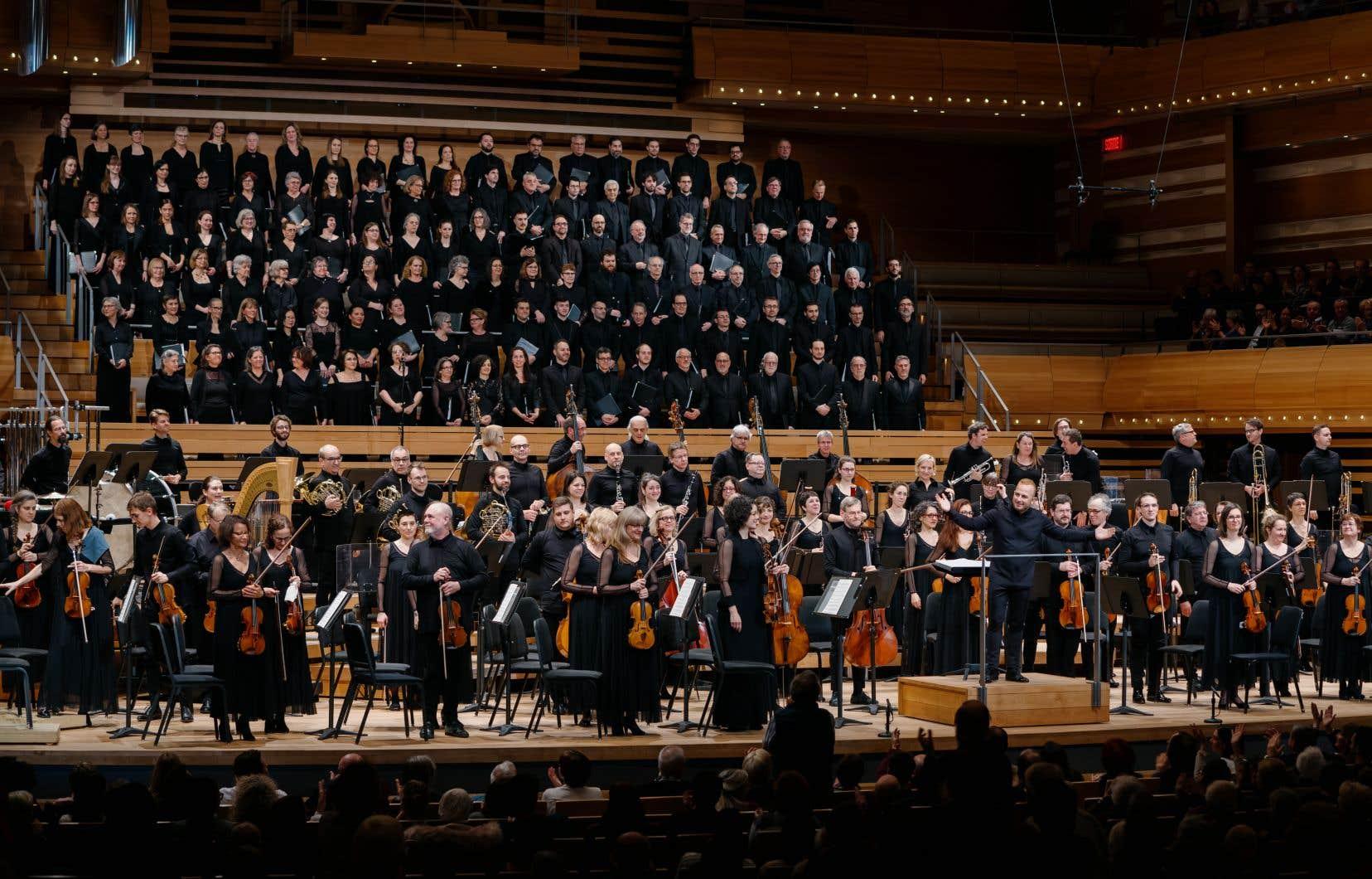 La gouverneure générale Julie Payette était venue se joindre aux choristes pour le concert à Ottawa jeudi et avait fait le voyage, vendredi, pour chanter le concert à la Maison symphonique.