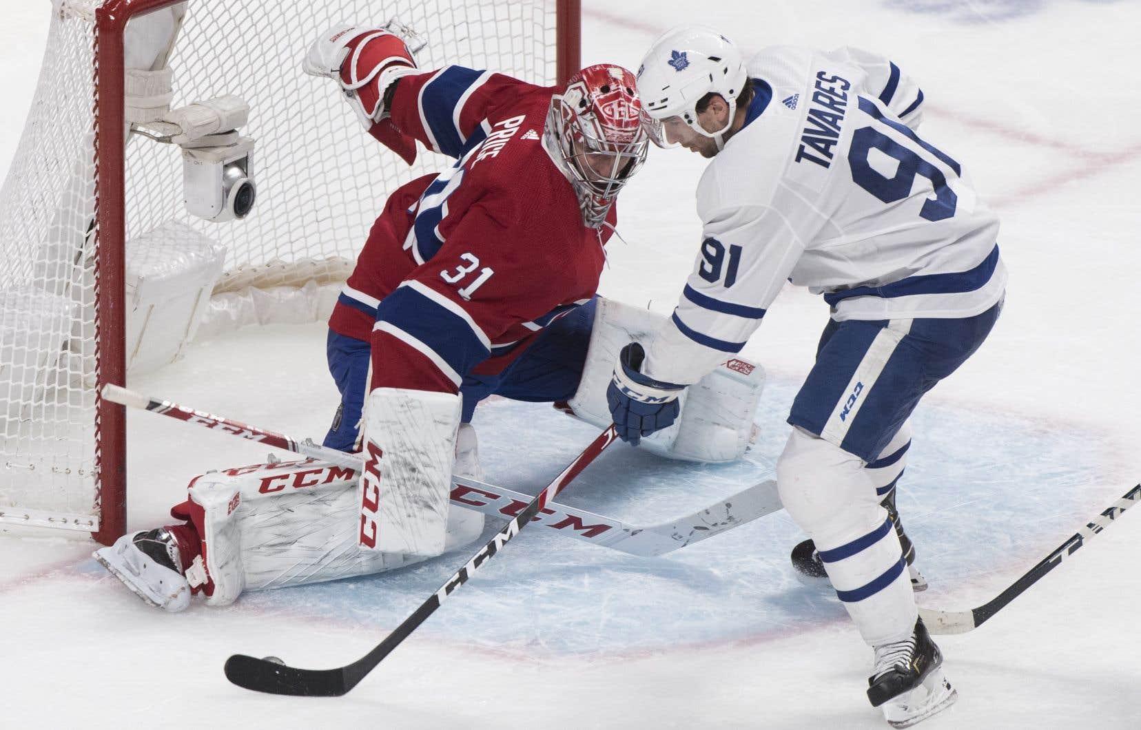 Carey Price a frustré John Tavares, le capitaine des Leafs, en effectuant un spectaculaire déplacement latéral pour bloquer son tir en milieu de période médiane, en route vers une soirée de 22 arrêts.