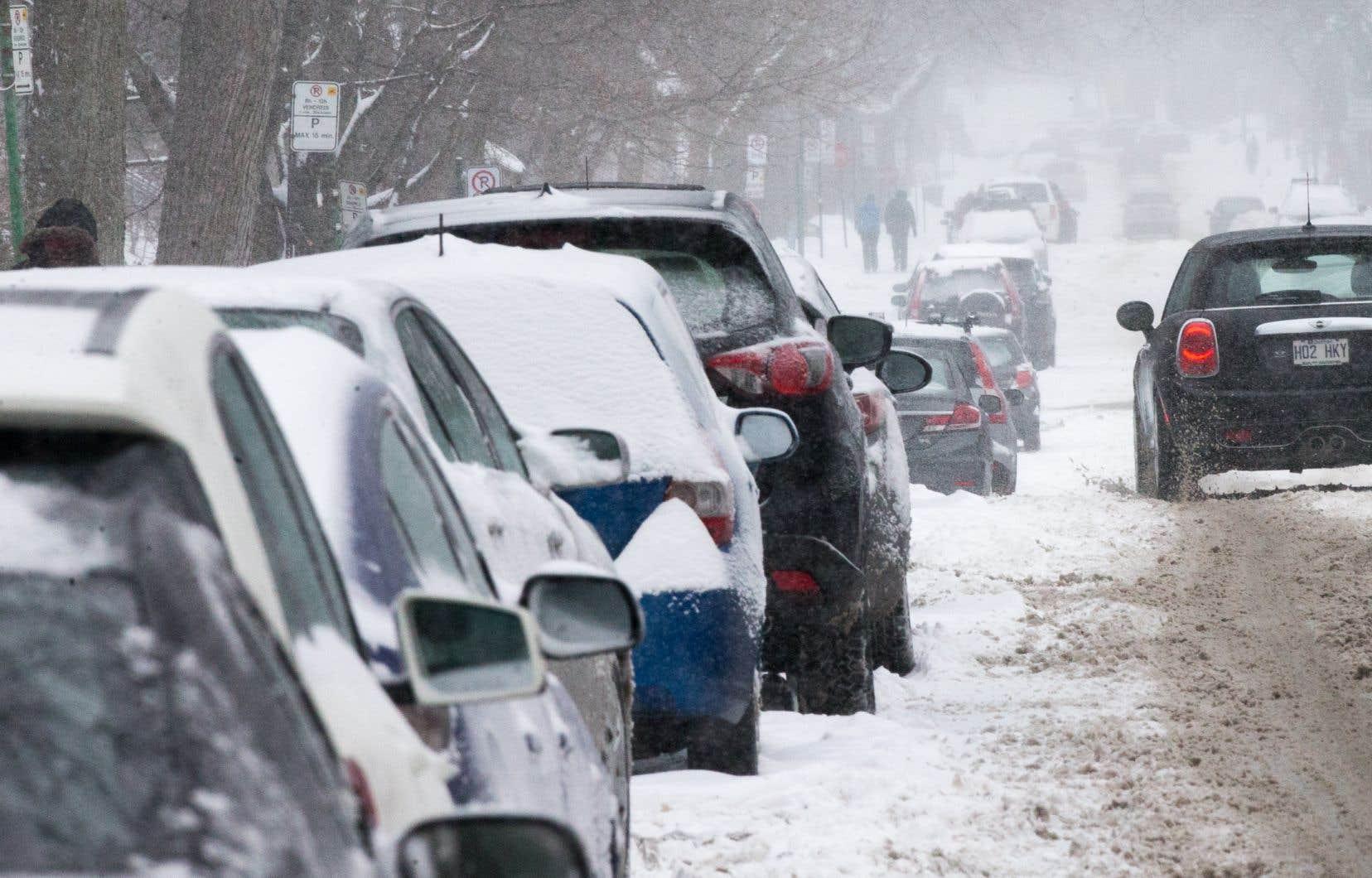 Le parc automobile gonfle sans cesse, avec 65% de plus de véhicules neufs depuis 1990.