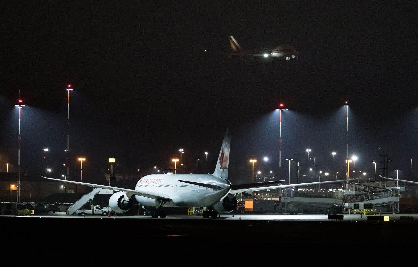 L'avion s'arrêtera à Vancouver pour faire le plein de carburant, avant de continuer son trajet jusqu'à la base militaire de Trenton, en Ontario.