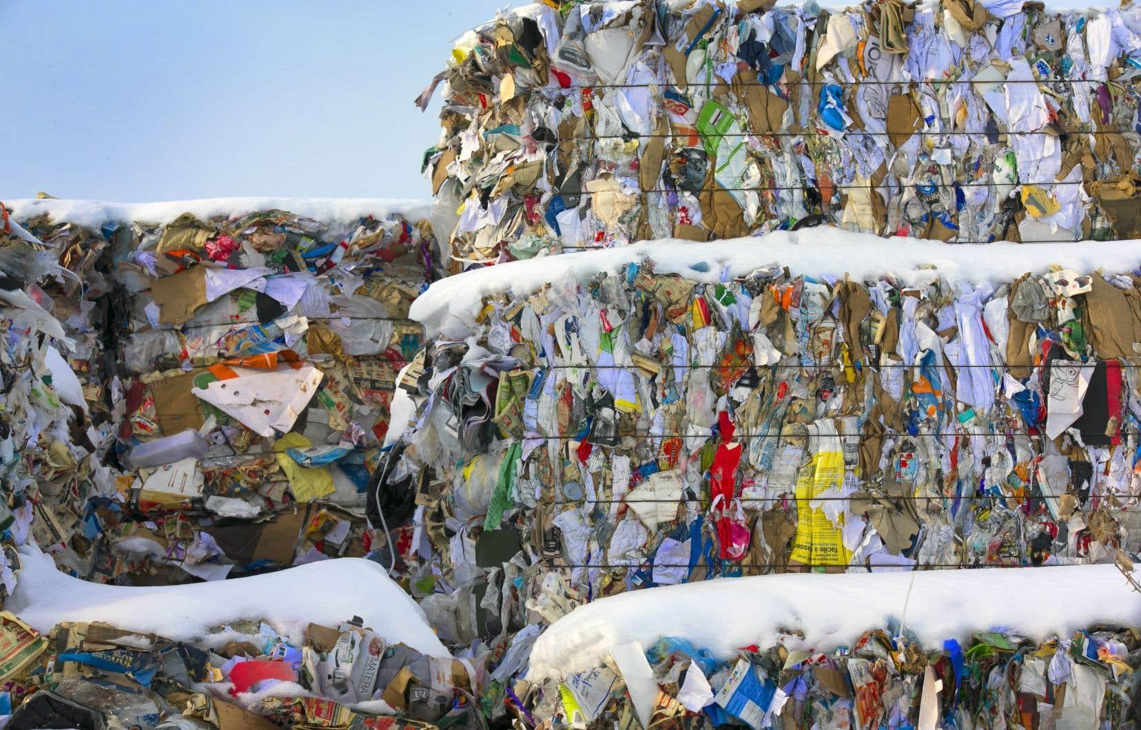 Le gouvernement confie la gestion du système de recyclage aux entreprises qui produisent des contenants et emballages.