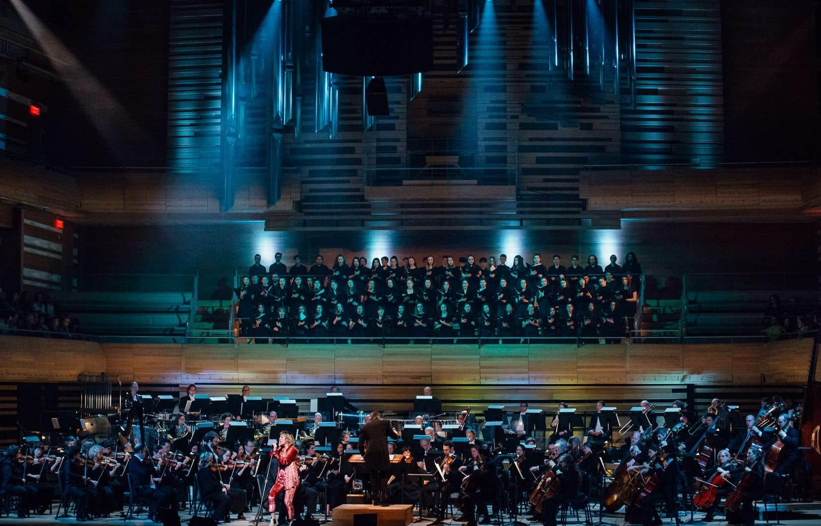 «Heureuse distribution, arrangements idoines, mise en scène simple mais au focus bien net, direction sobre», décrit Sylvain Cormier à propos du spectacle«Plamondon symphonique».