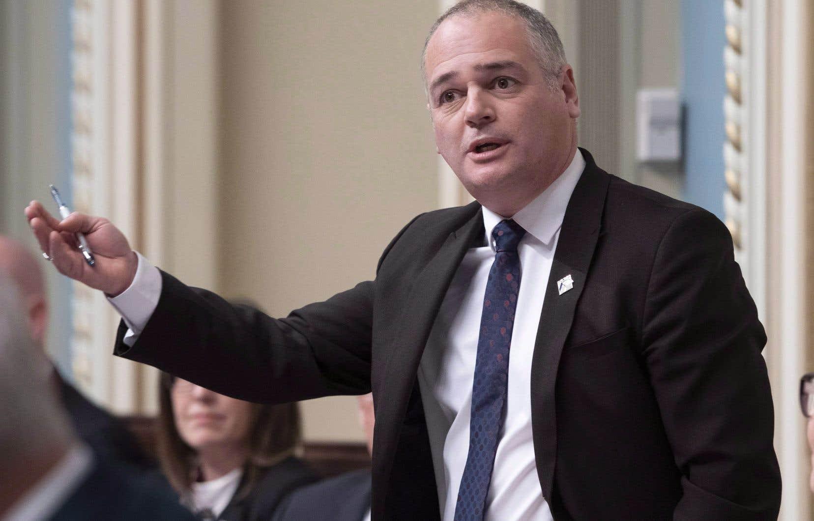 Le ministre de l'Énergie Jonatan Julien affirme que l'usine gazière Énergie Saguenay, de GNLQuébec, est un projet «vertueux» et «hyperimportant».