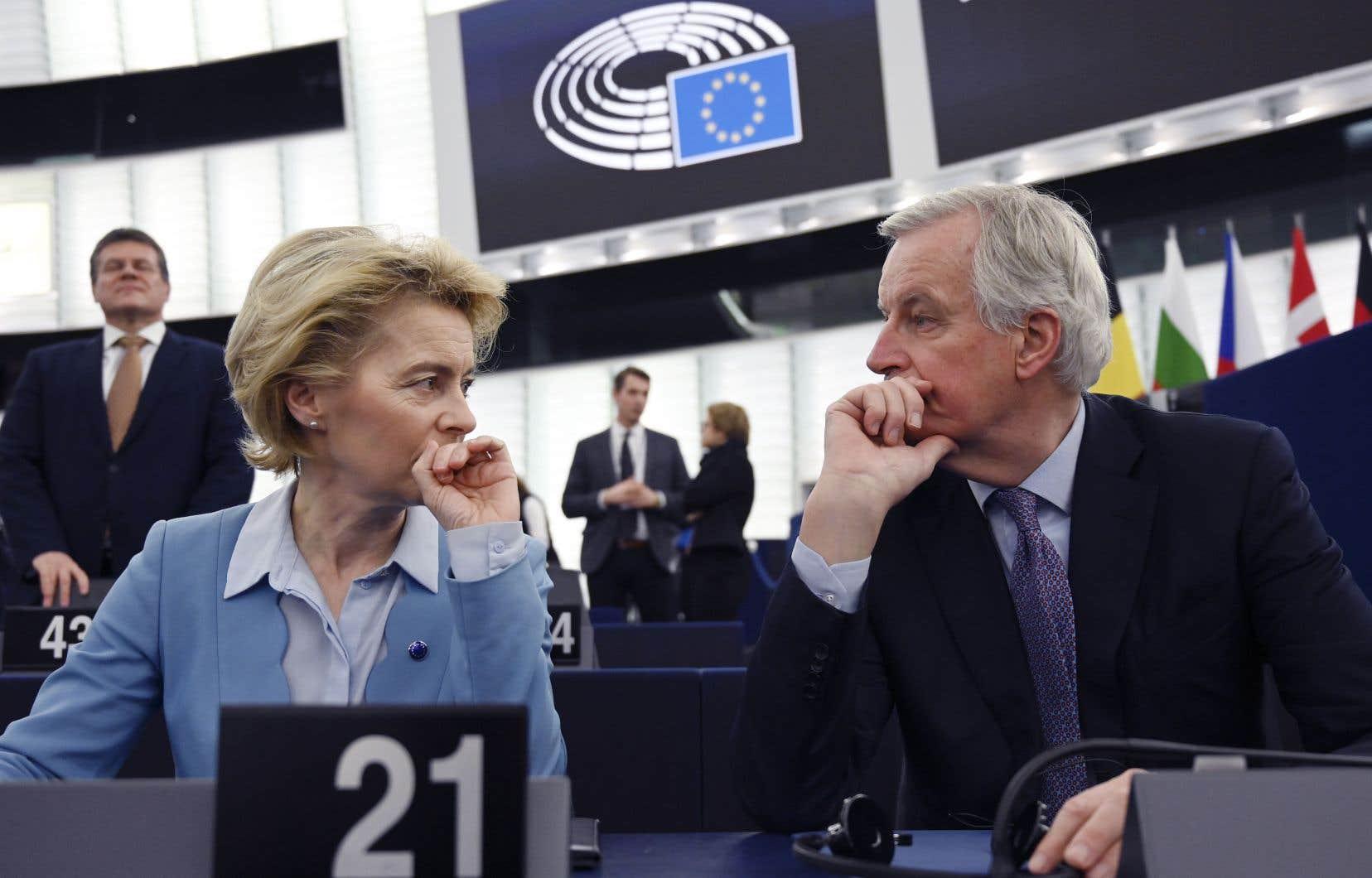 La présidente et le négociateur en chef de l'UE, Ursula von der Leyen et Michel Barnier, ont discuté avant le débat sur les futurs pourparlers commerciaux avec le Royaume-Uni.
