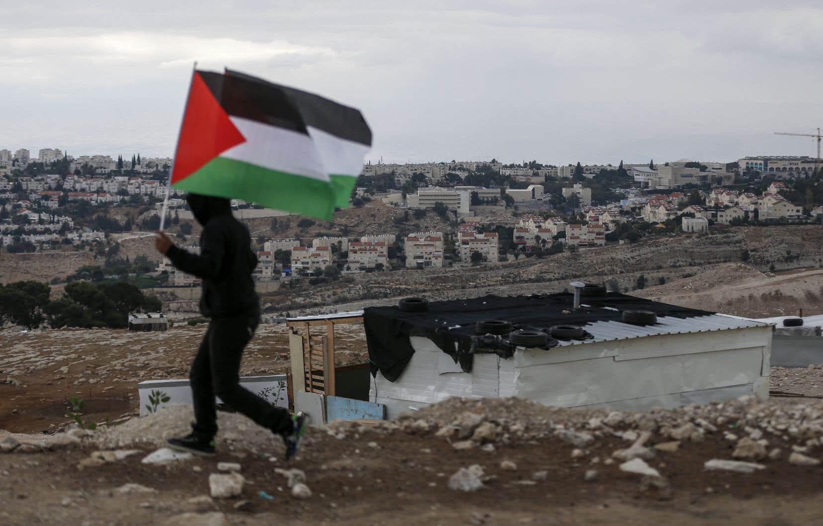 Un jeune palestinien, lors d'une manifestation près de la colonie israélienne de Maale Adumim en Cisjordanie occupée, en 2017.