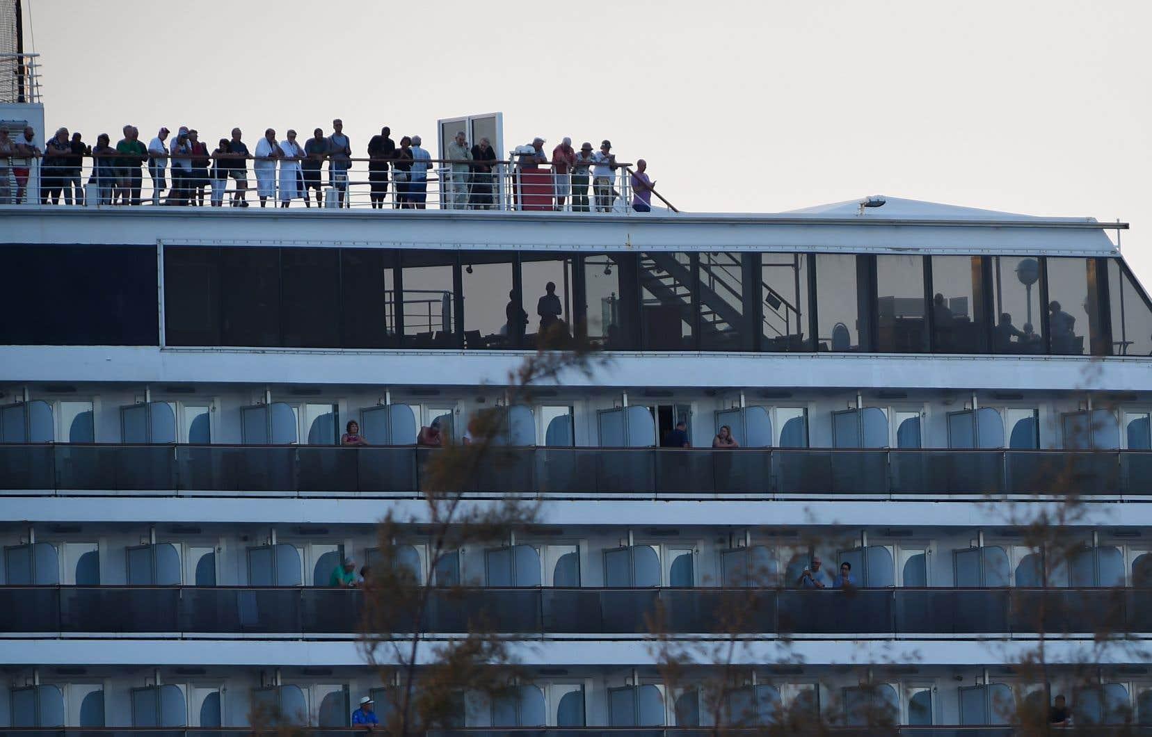 <p>Les 1455 touristes à bord du <em>Westerdam</em> avaient embarqué le 1erfévrier à Hong Kong où près de 50 cas de COVID-19 ont été détectés. Ils devaient ensuite poursuivre leur voyage au Japon.</p>