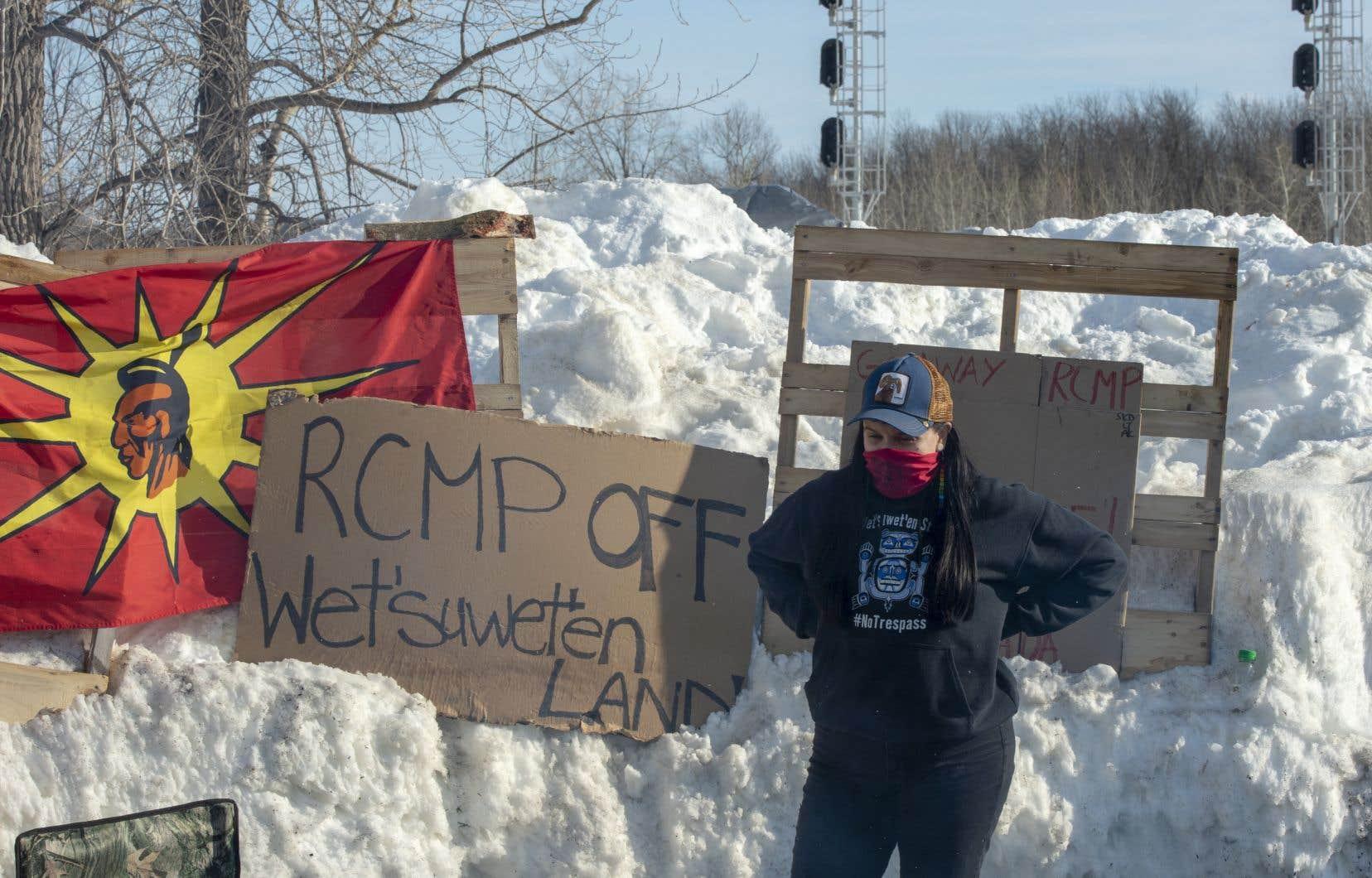 Les organisateurs des moyens de pression à travers le pays sont solidaires des opposants au projet de gazoduc Coastal GasLink qui doit traverser le territoire ancestral de la Première Nation Wet'suwet'en près de Houston, dans le nord-ouest de la Colombie-Britannique.