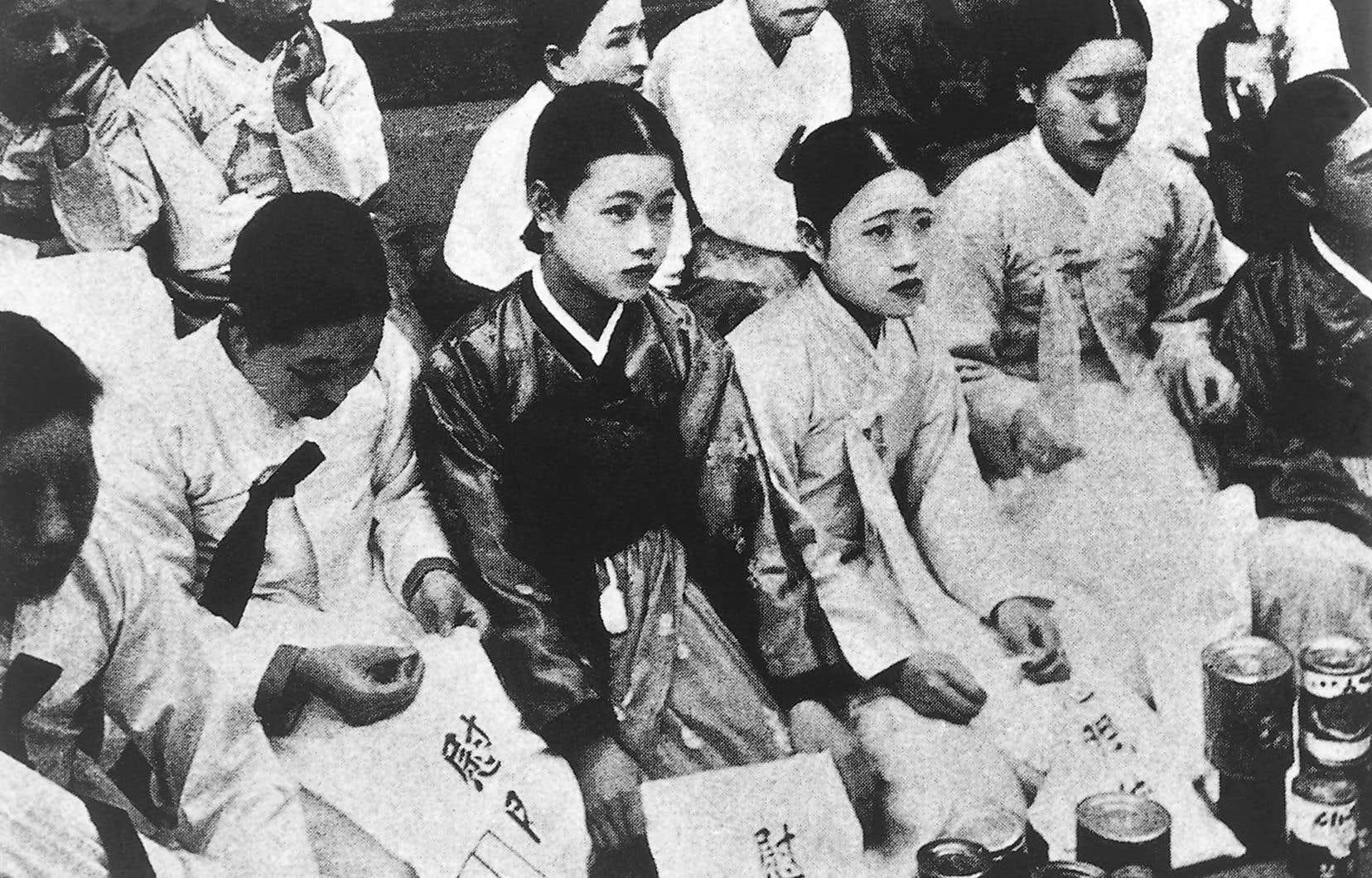 Cette chronologie macabre offre un aperçu des exactions commises en Allemagne et en Italie en 1945, par l'armée impériale japonaise dans les années 1930 et 1940 avec ses «femmes de réconfort».