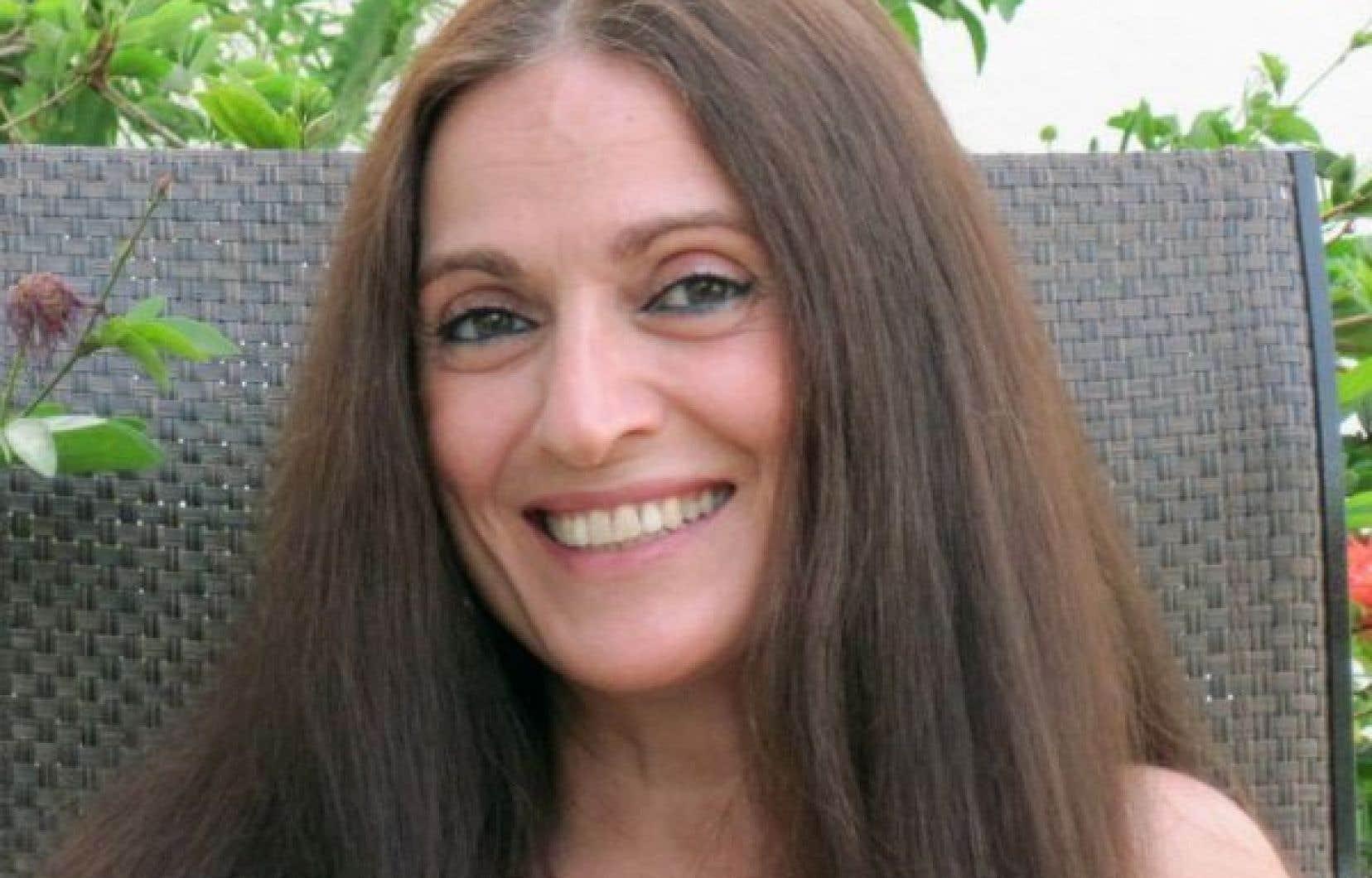 Nora Atalla, née auCaire, d'origine gréco-libanaise et franco-géorgienne,  est une Québécoise  qui porte  la douleur  des opprimés comme une seconde peau.