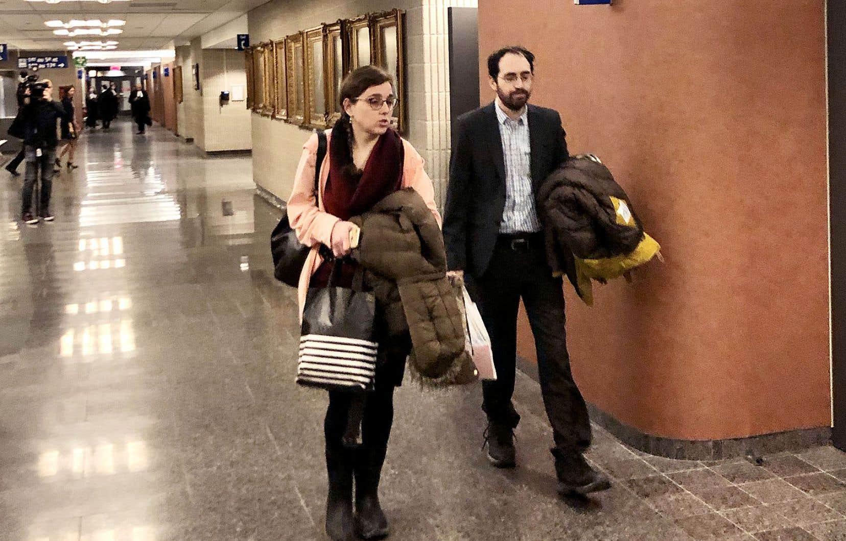 Clara Wasserstein et Yochonon Lowen reprochent au gouvernement du Québec de ne pas les avoir protégés en leur assurant une éducation adéquate.