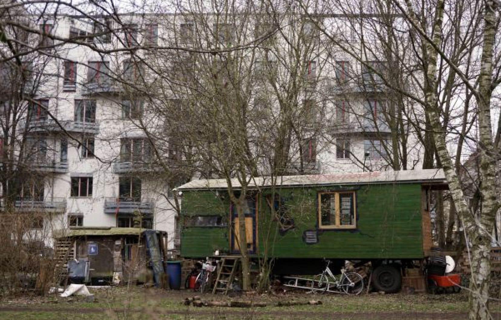 Des petits villages de roulottes de la contre-culture, des «wagendorfs», sont éparpillés dans la ville de Berlin.