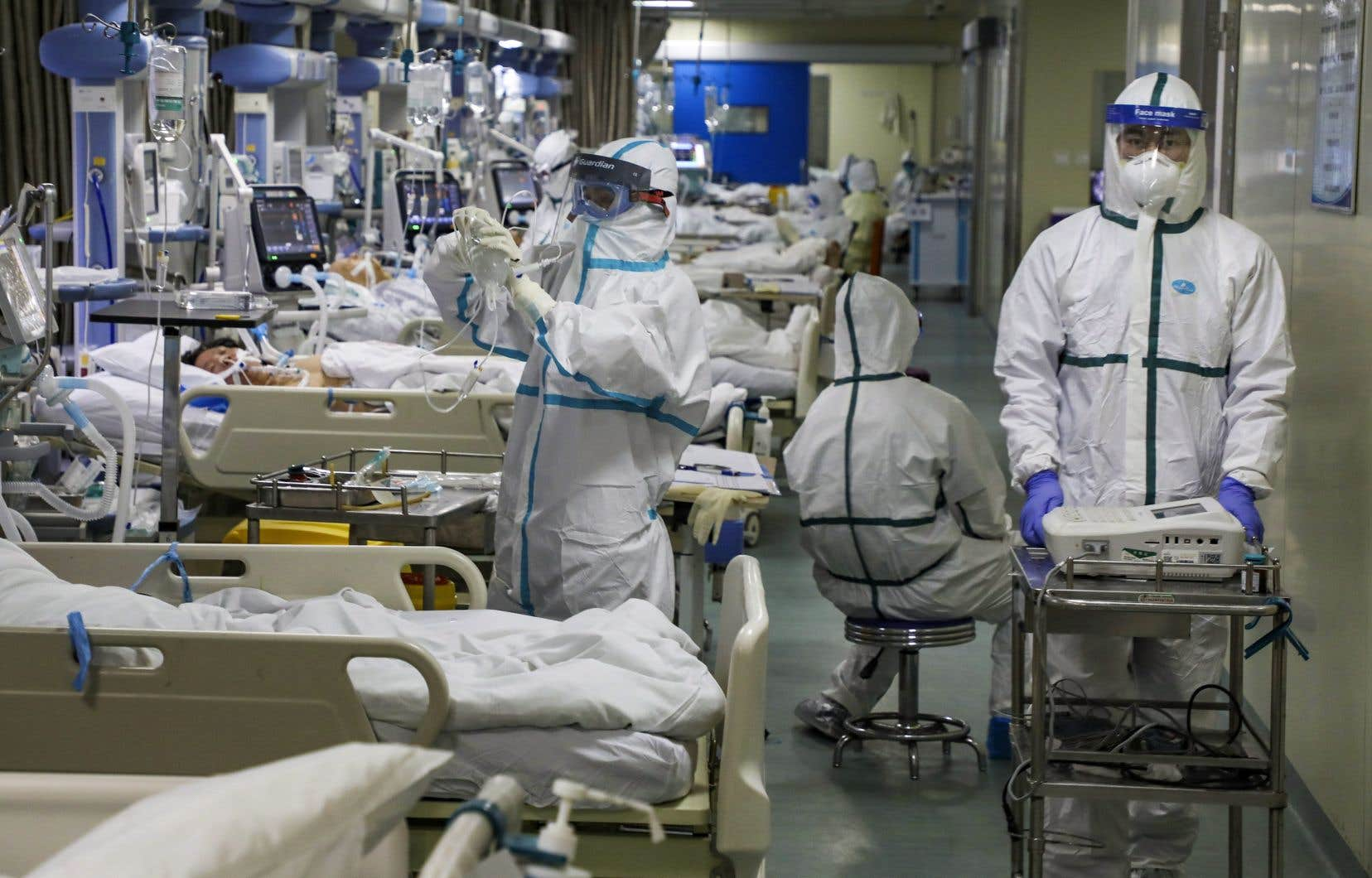 COVID-19: le coronavirus tue encore, mais la contamination ralentit | Le Devoir