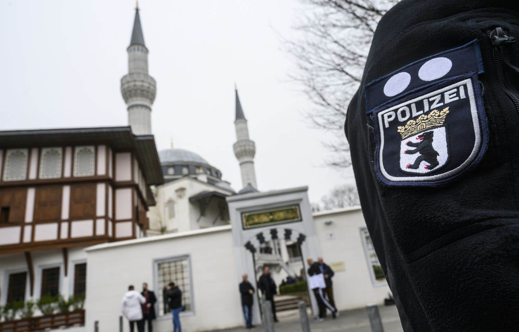 Vendredi, douze membres d'un groupuscule d'extrême droite ont été arrêtés dans toute l'Allemagne puis placés en détention sous le soupçon de préparatifs d'attentats.