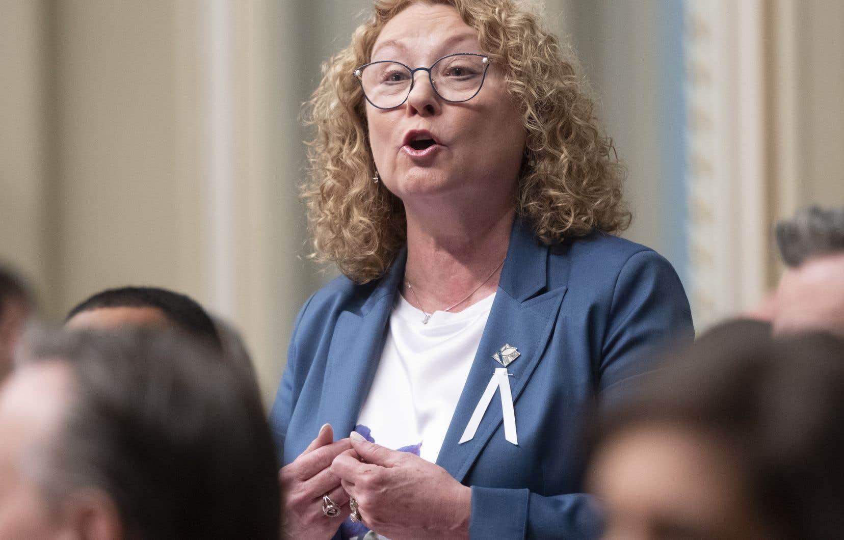 Déposé en décembre par la ministre responsable des Aînés Marguerite Blais, le projet de loi 52 vise à ce que les plaintes touchant les résidences pour aînés privées non-subventionnées ne soient plus traitées à l'interne.